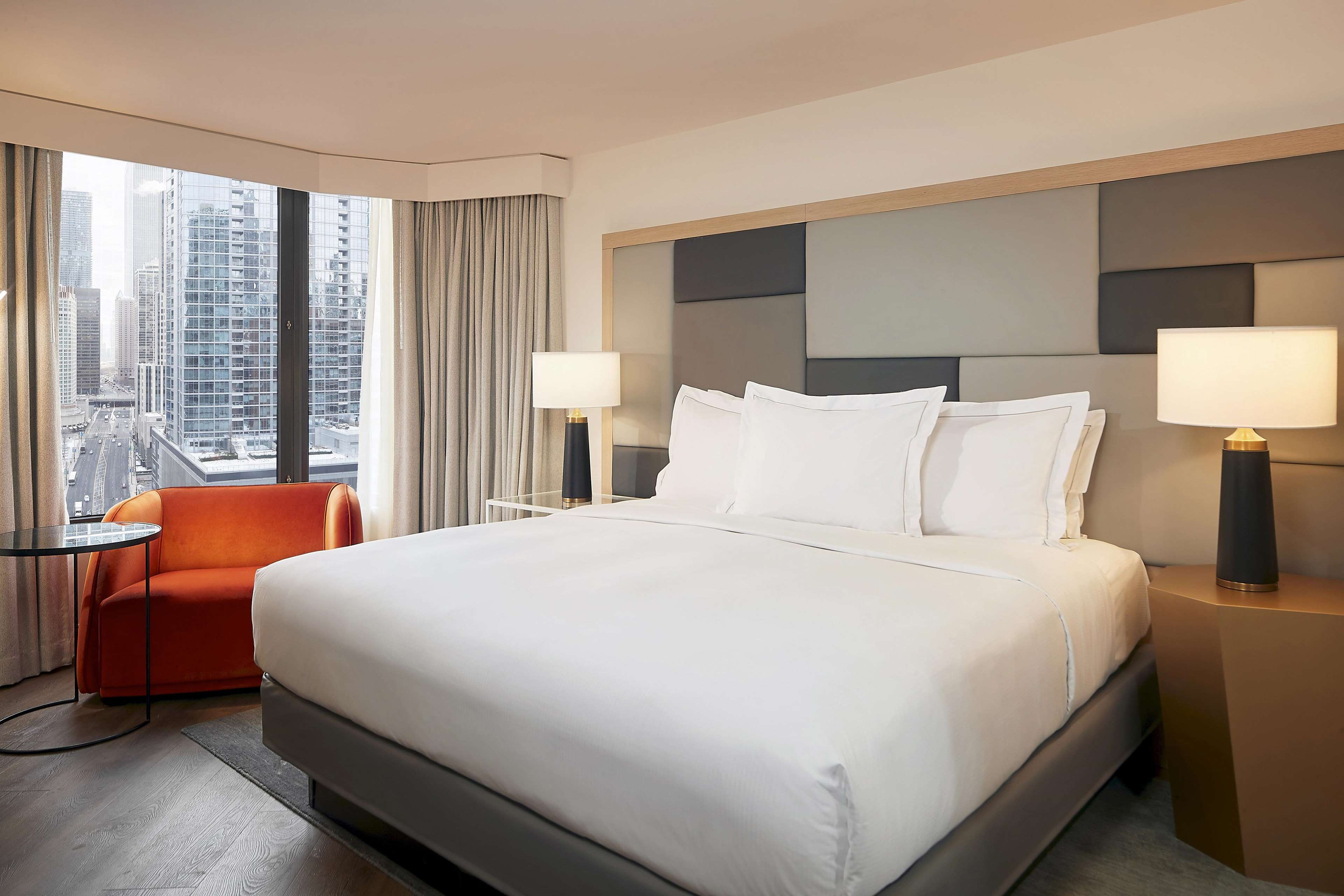 Hilton Grand Vacations Chicago Downtown Magnificent Mile image 9