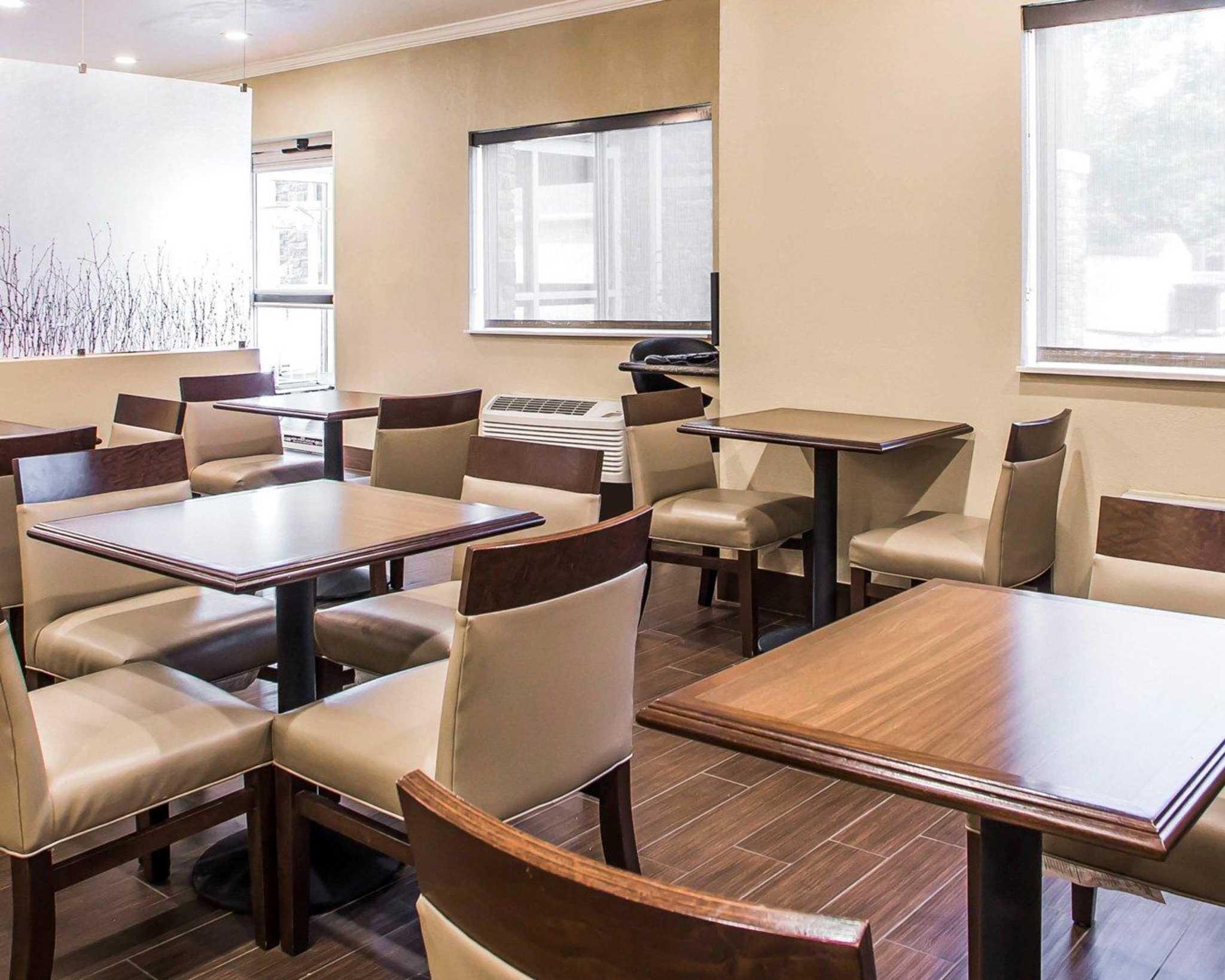 Comfort Inn & Suites Waterloo – Cedar Falls image 18