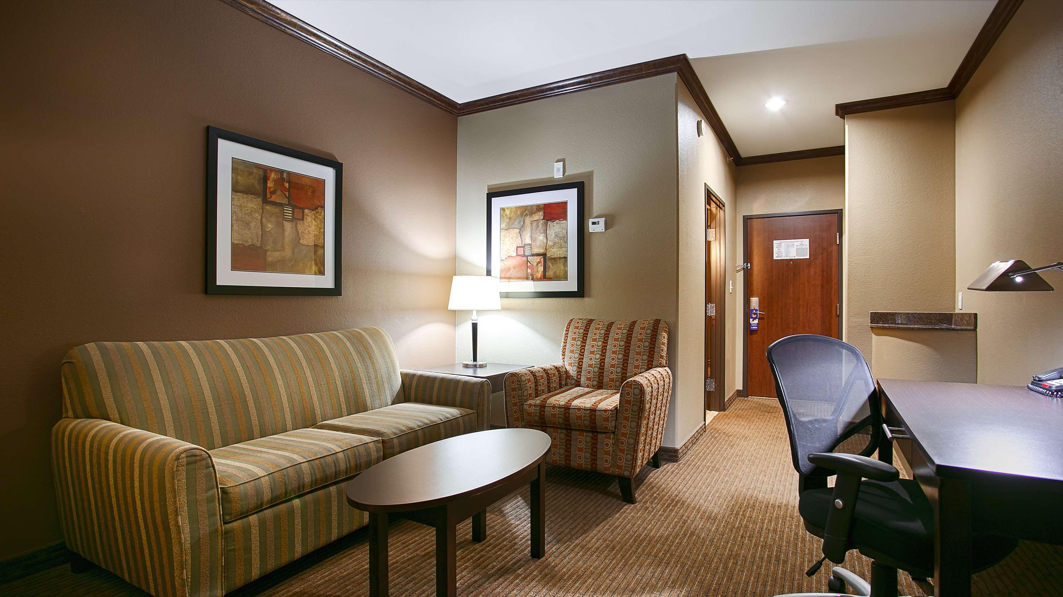 Best Western Plus Texoma Hotel & Suites image 21
