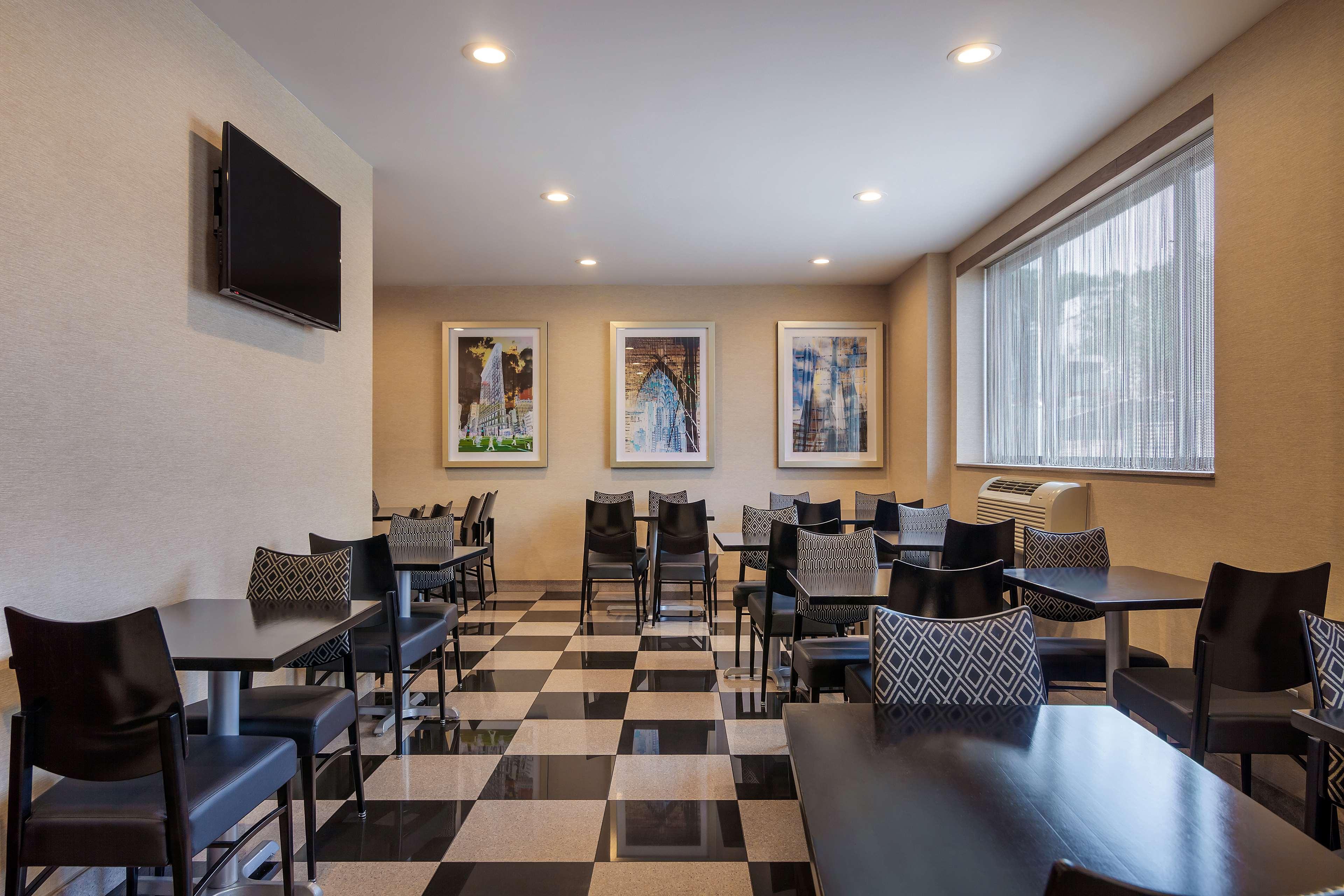 Best Western Plus Plaza Hotel image 16