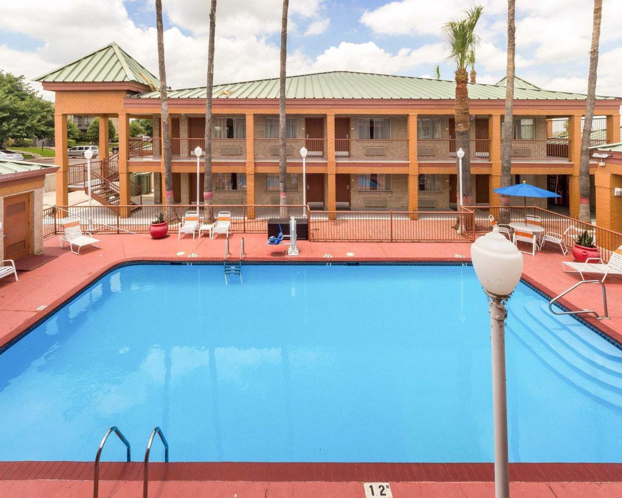 Quality Inn & Suites Eagle Pass image 8