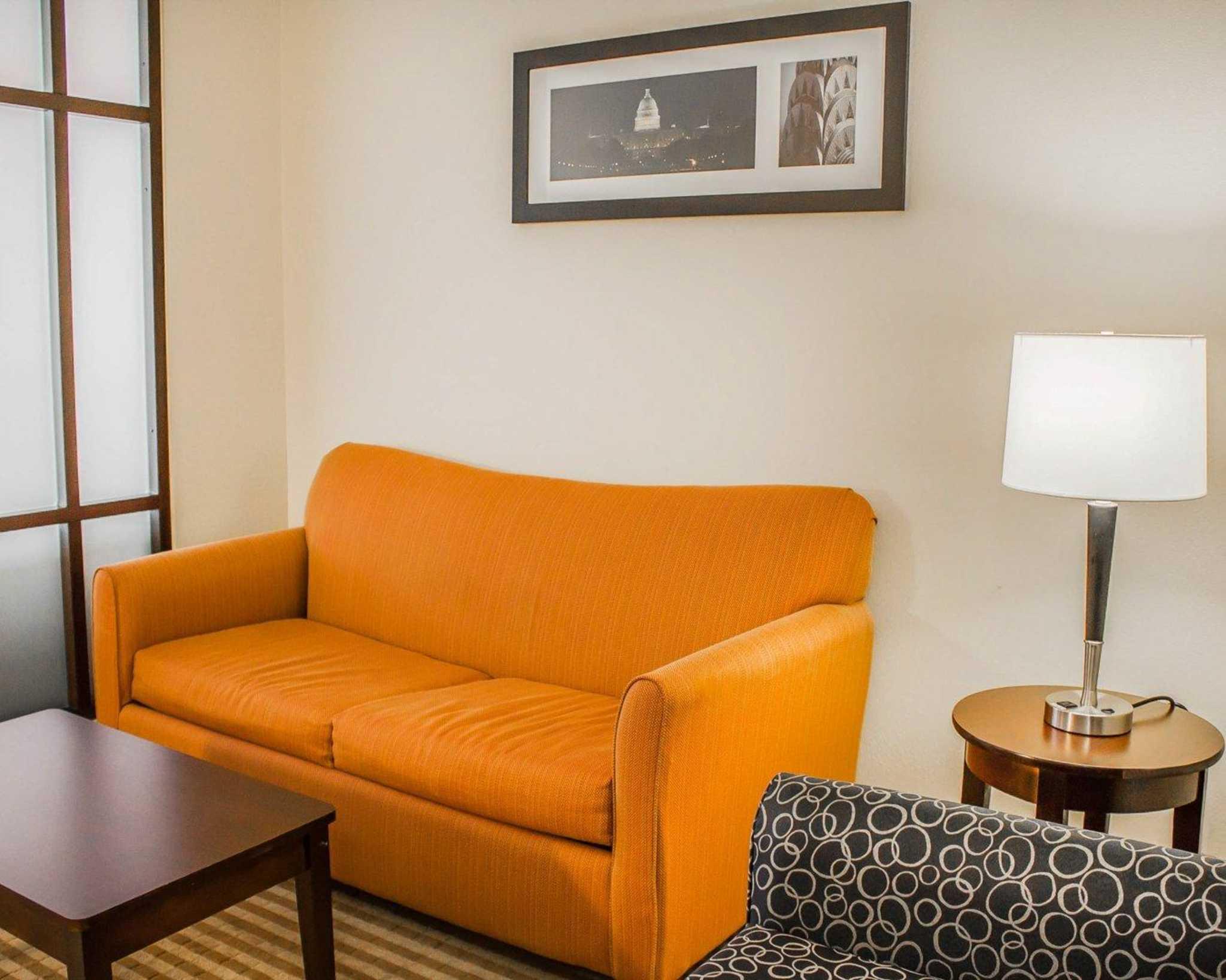 Comfort Suites East Broad at 270 image 28