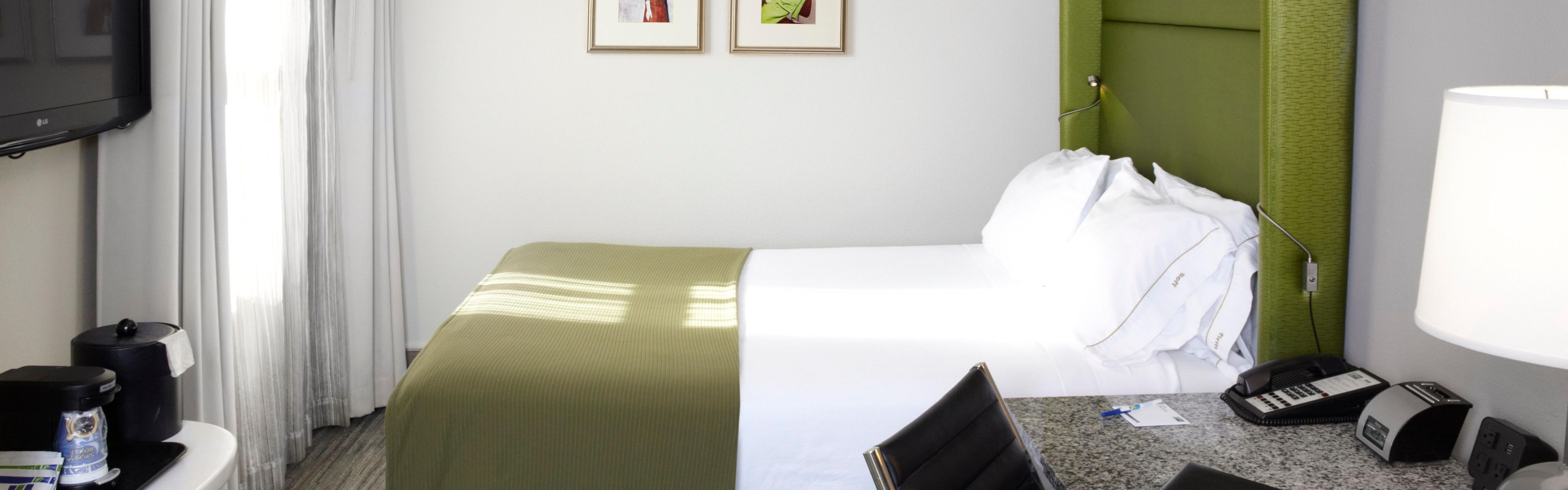 Holiday Inn Express Chicago - Magnificent Mile image 1