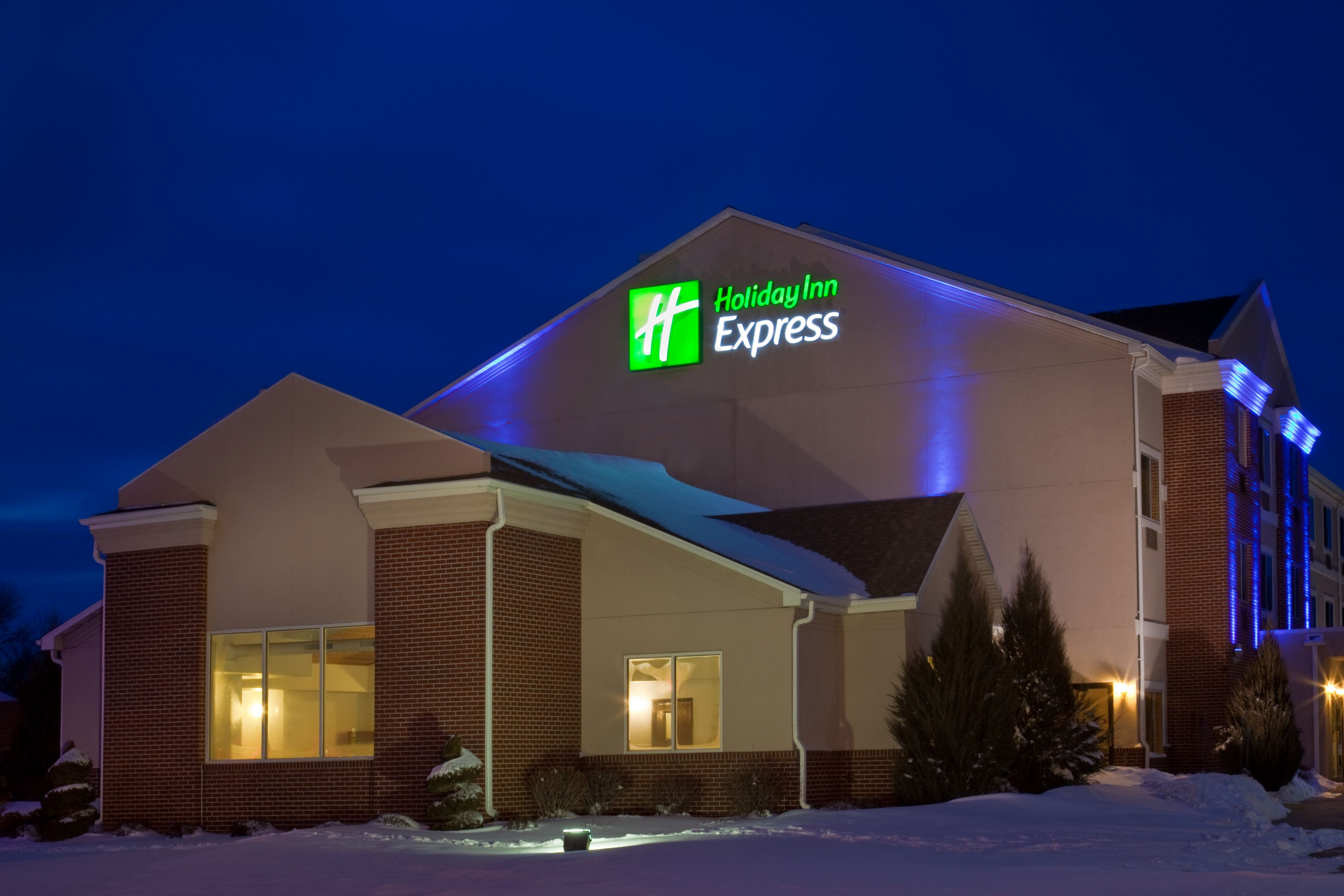 Holiday Inn Express Omaha West - 90th Street image 3