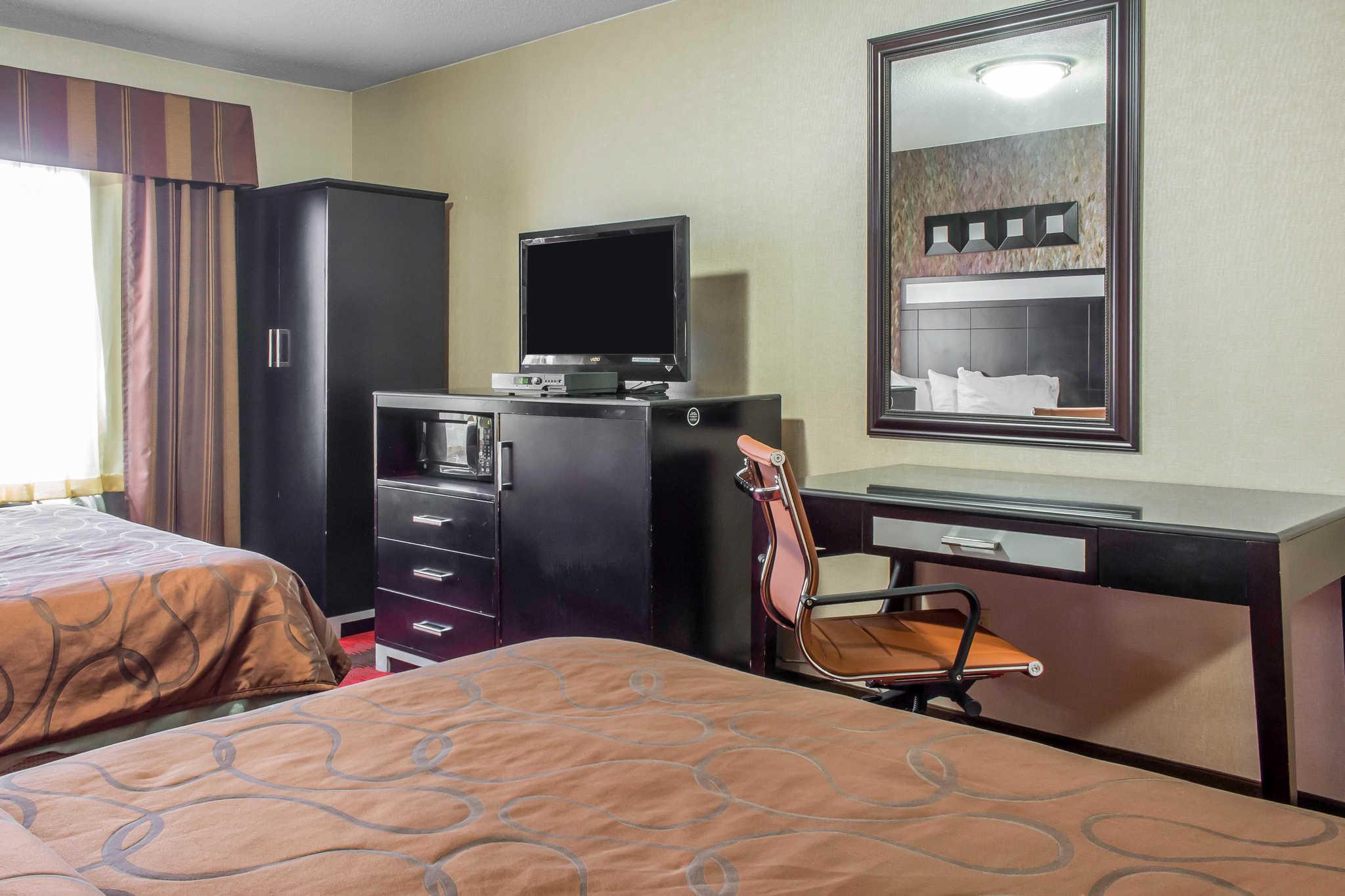 Rodeway Inn Capri image 17
