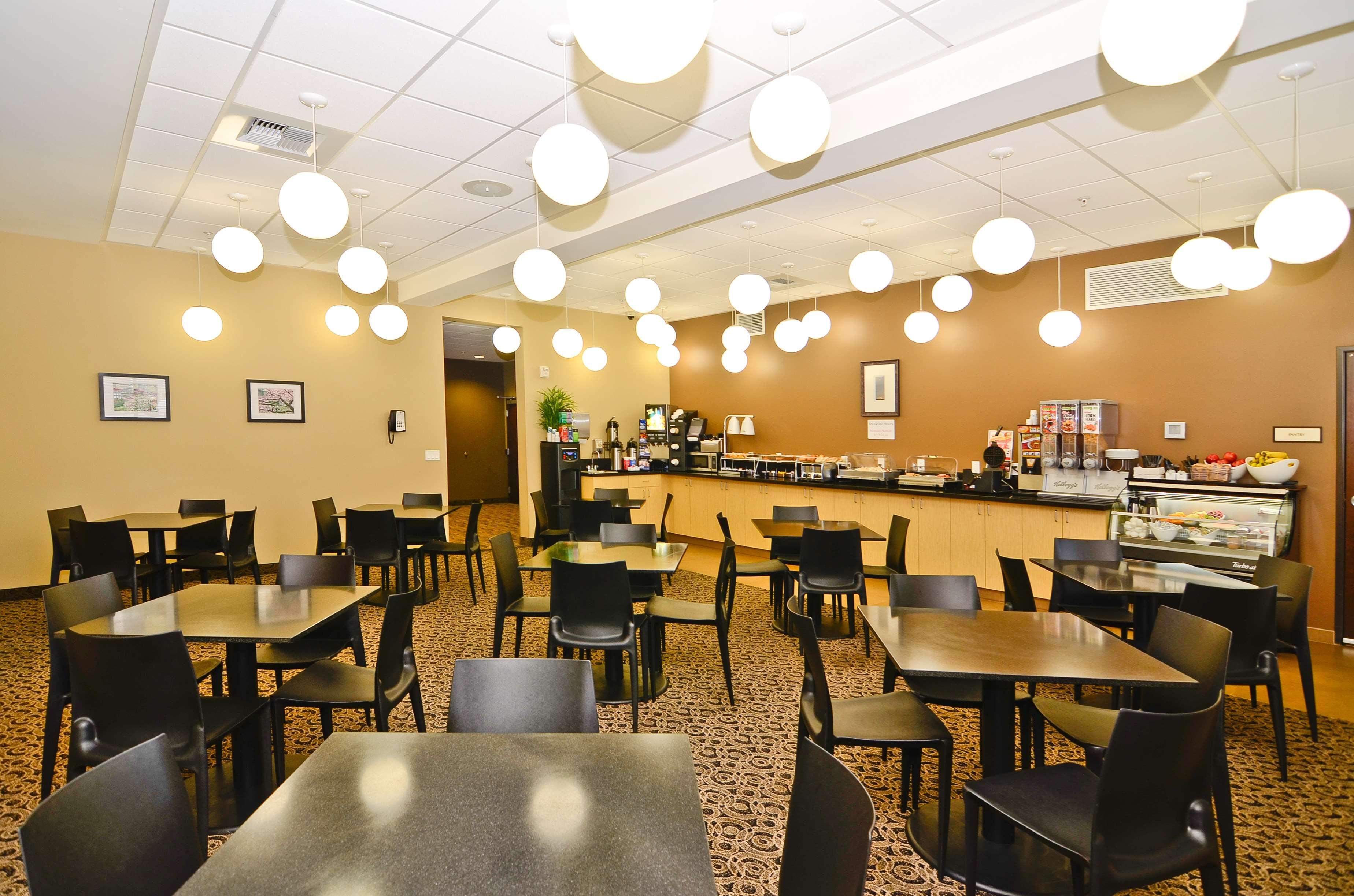 Best Western Plus Lacey Inn & Suites image 28