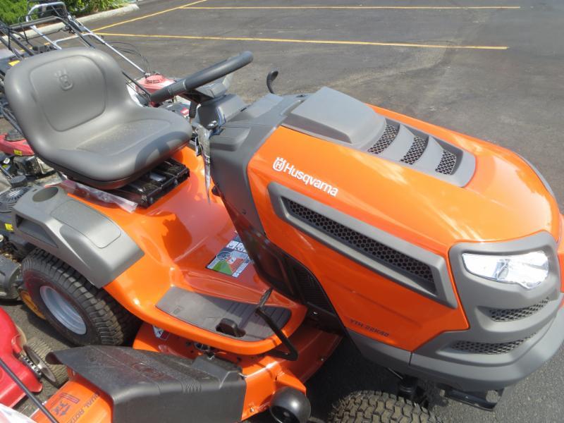 B & L Small Motors in Kamloops: lawn tractors