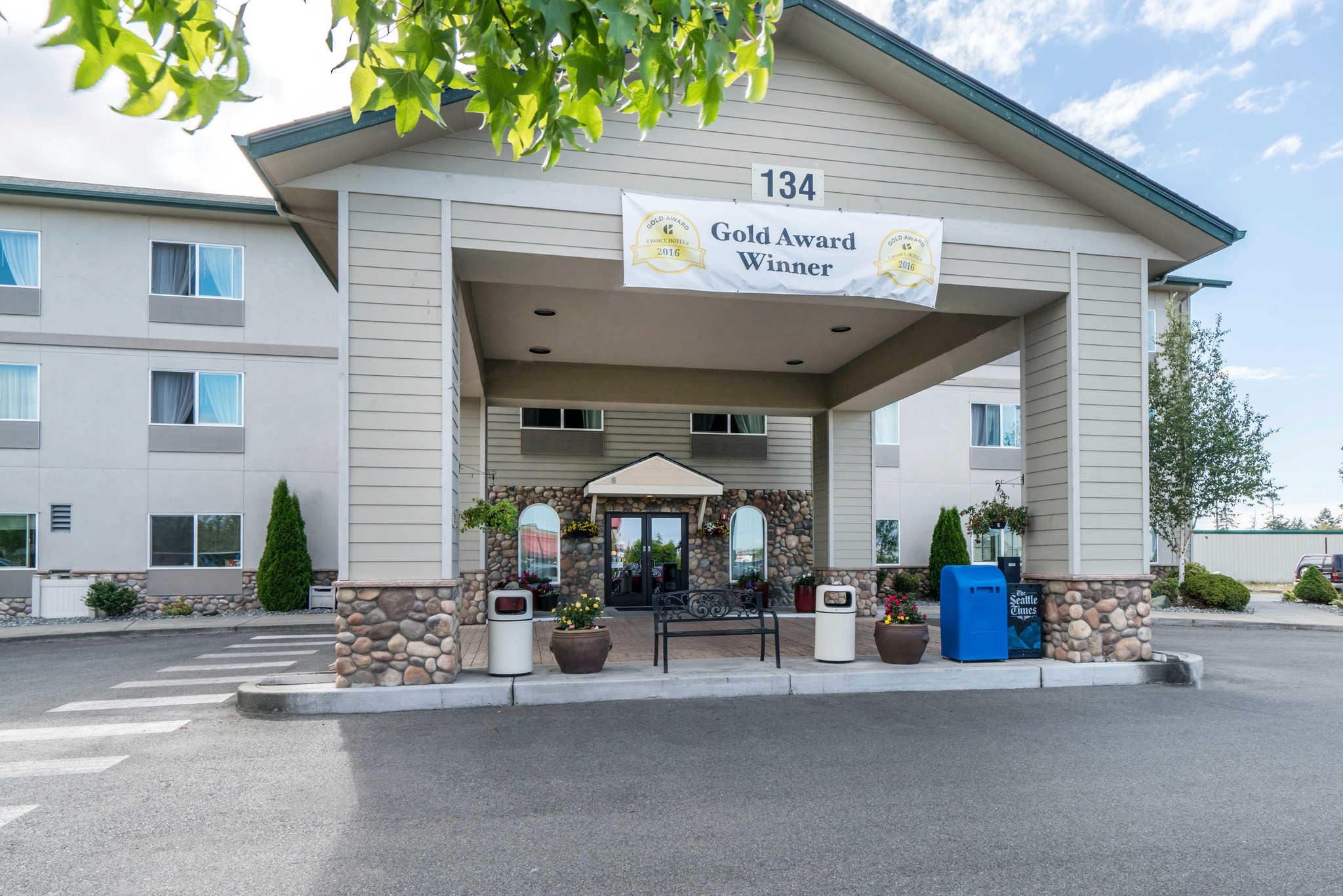 Quality Inn & Suites at Olympic National Park image 3