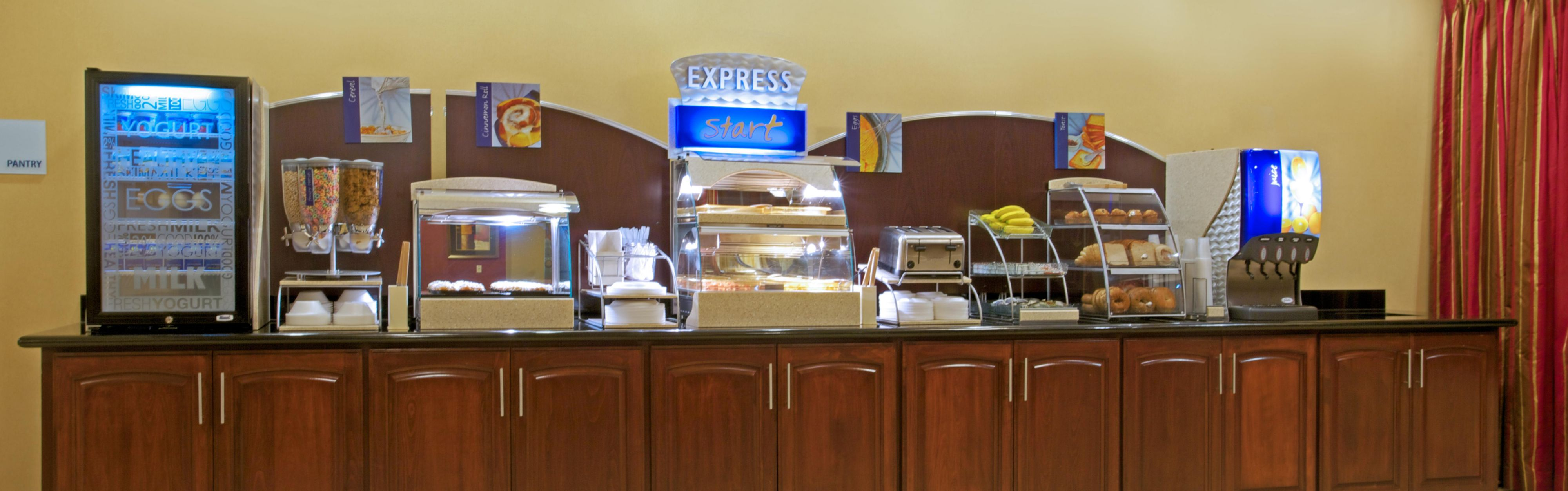 Holiday Inn Express & Suites Vidor South image 3