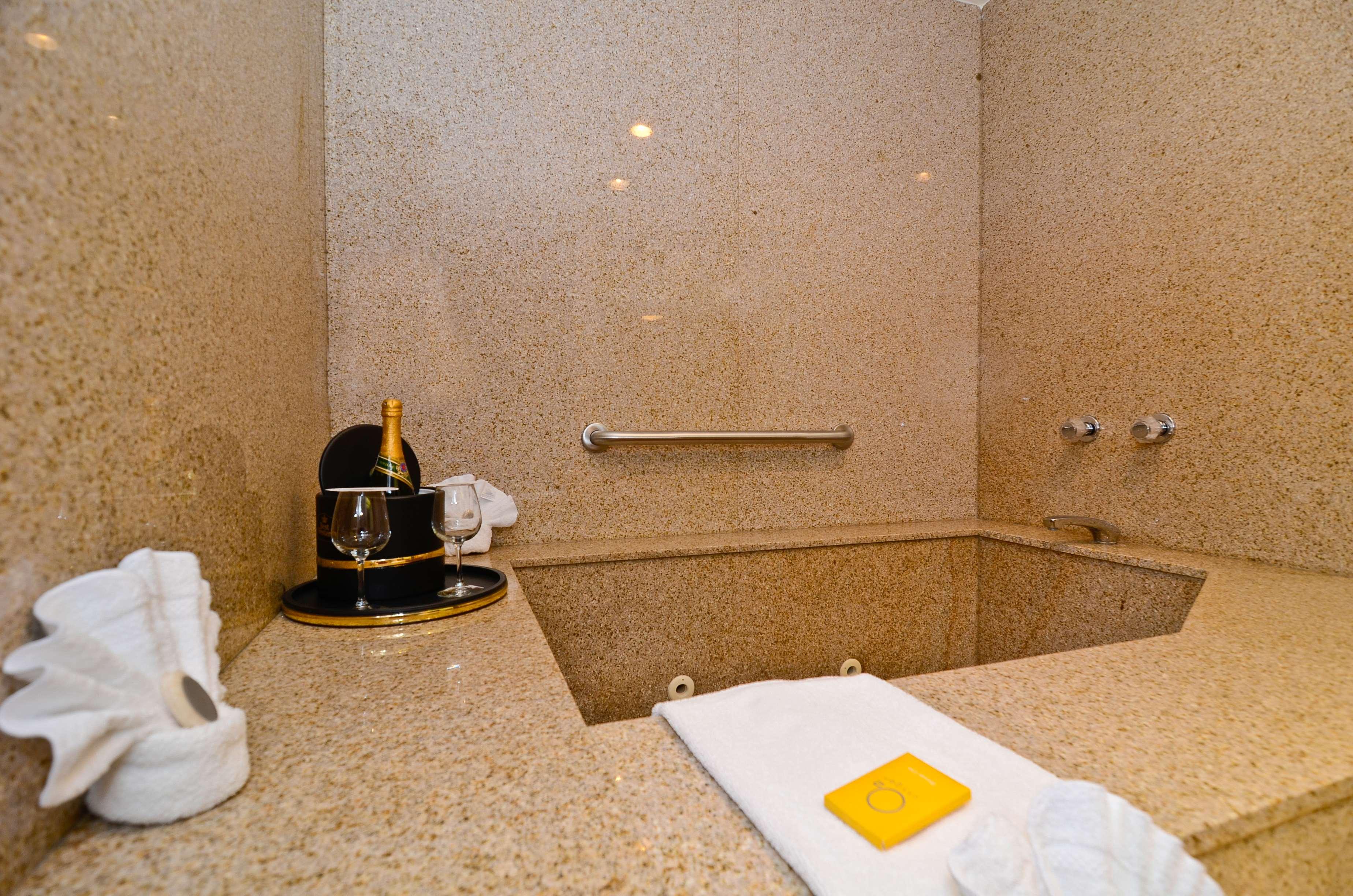 Best Western Plus Newport Mesa Inn image 40