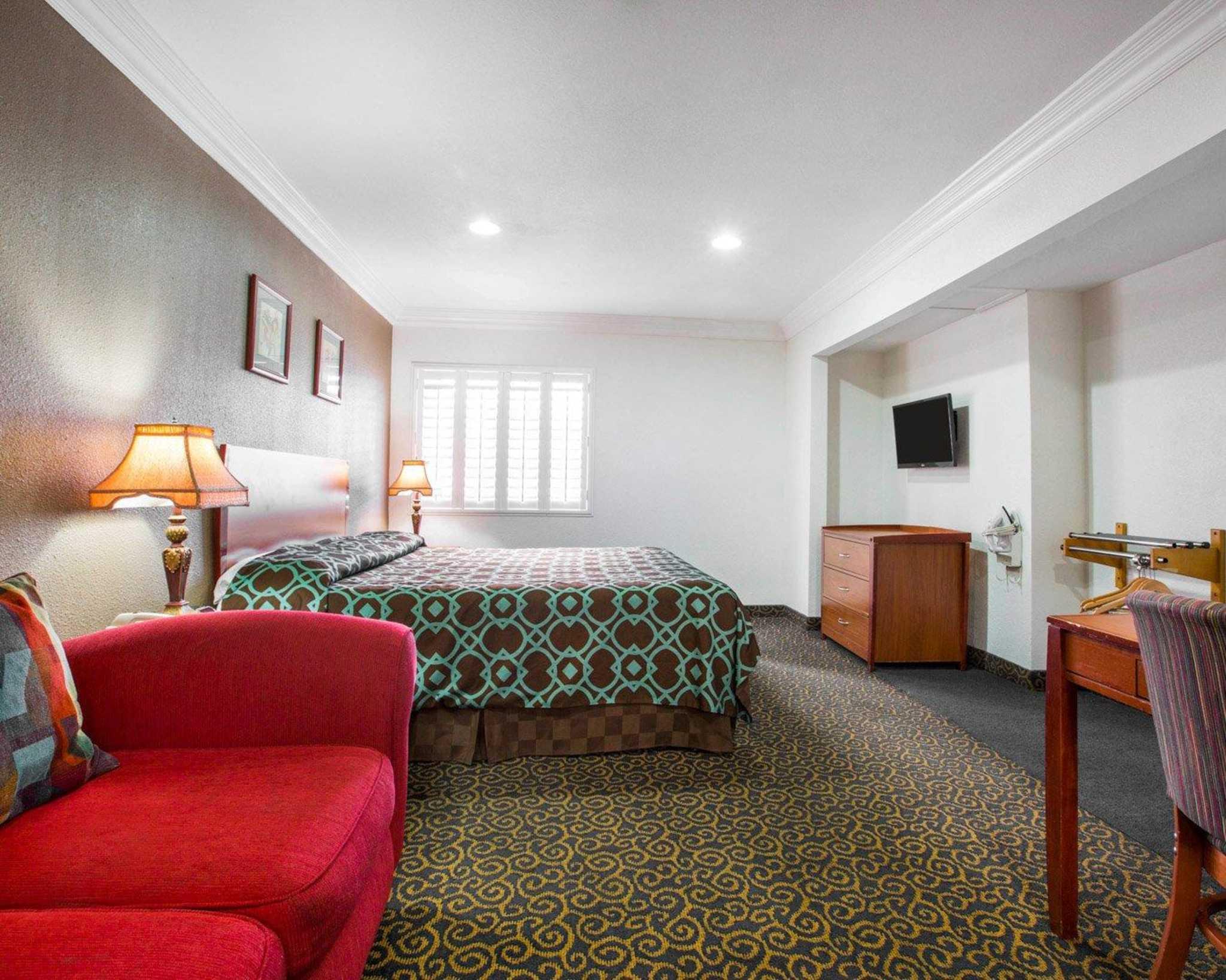 Rodeway Inn & Suites Near Convention Center image 11
