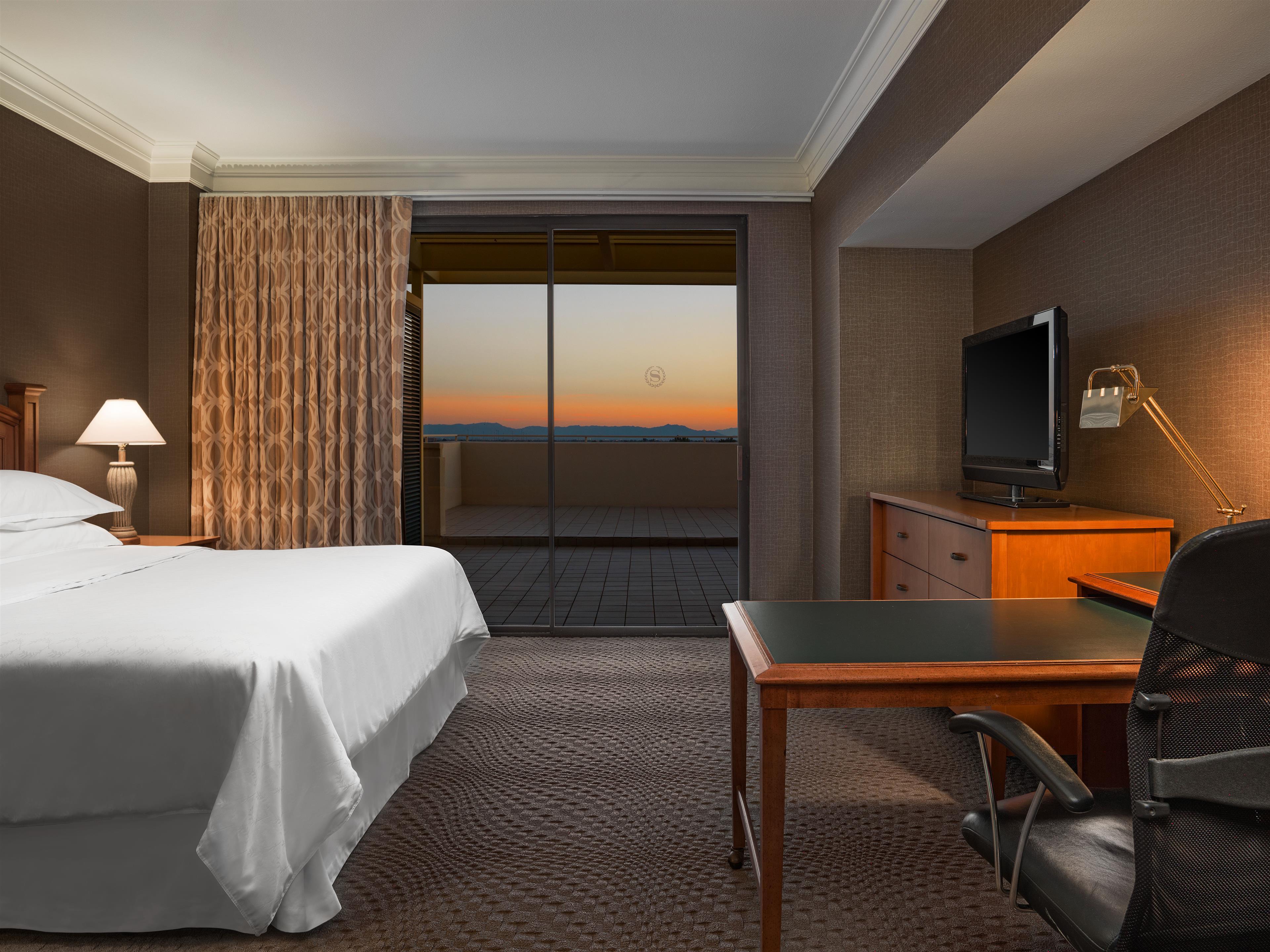 Sheraton Crescent Hotel image 4