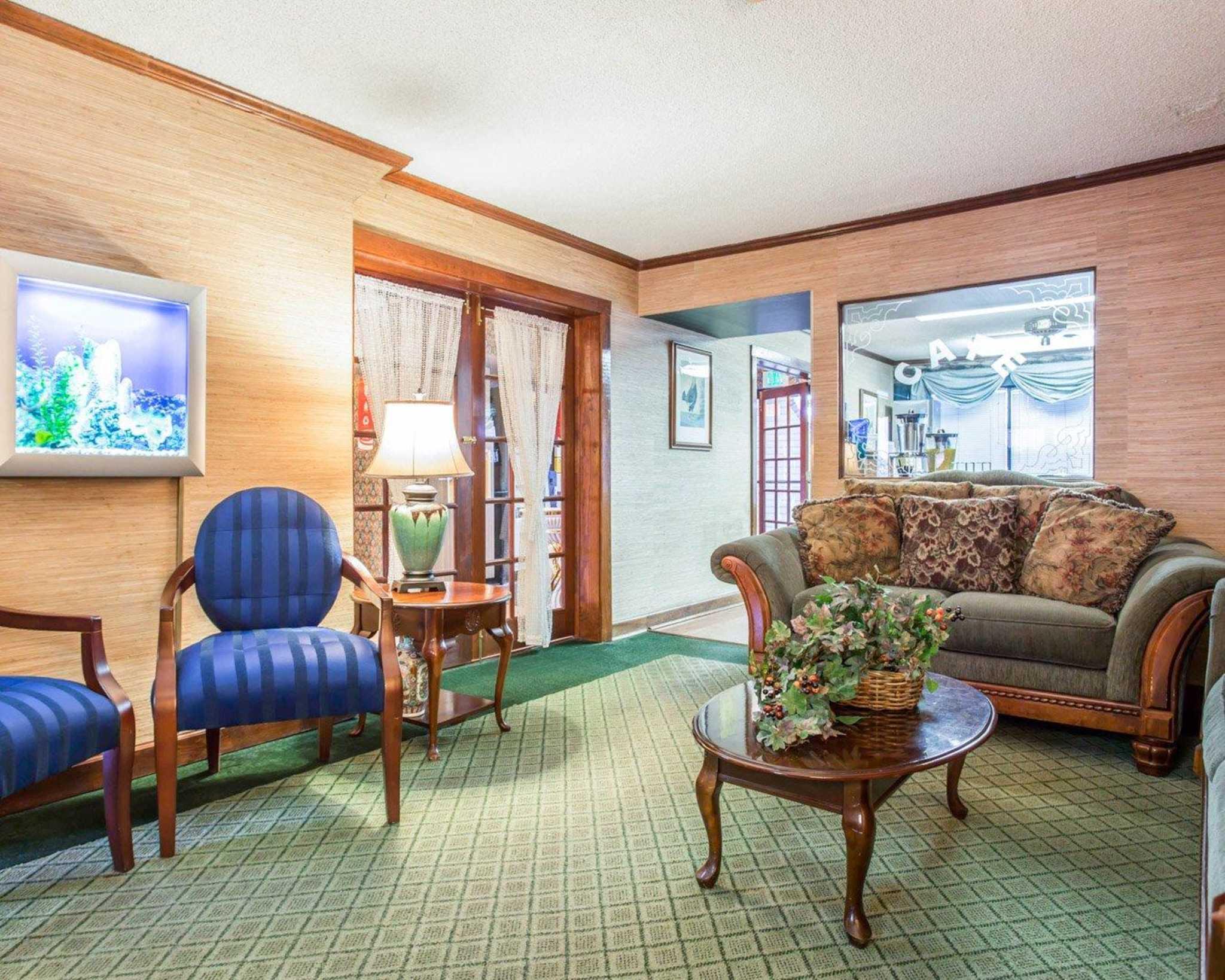 Econo Lodge & Suites Lake Norman image 16