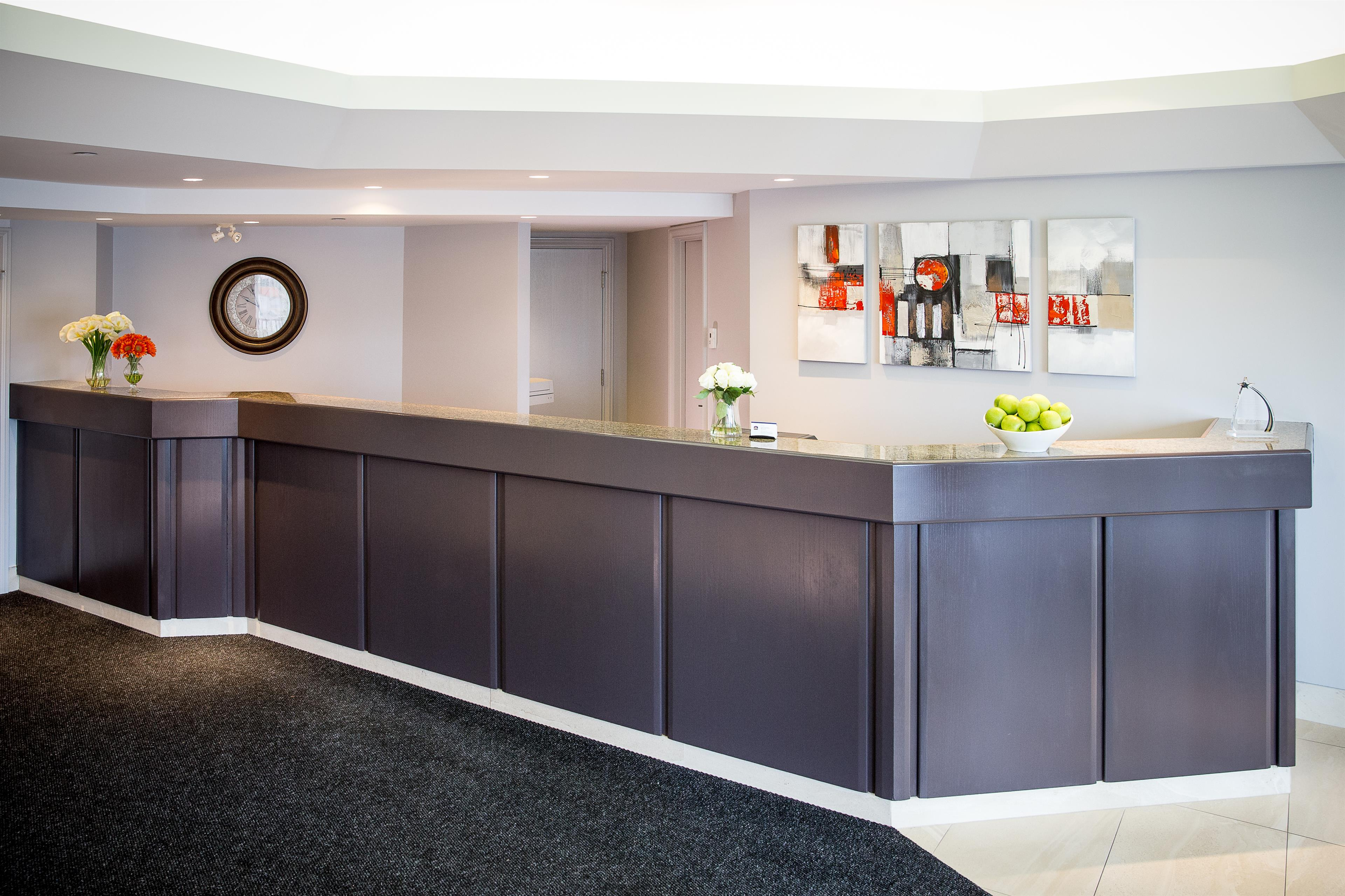 Best Western Hotel Brossard à Brossard: Front Desk