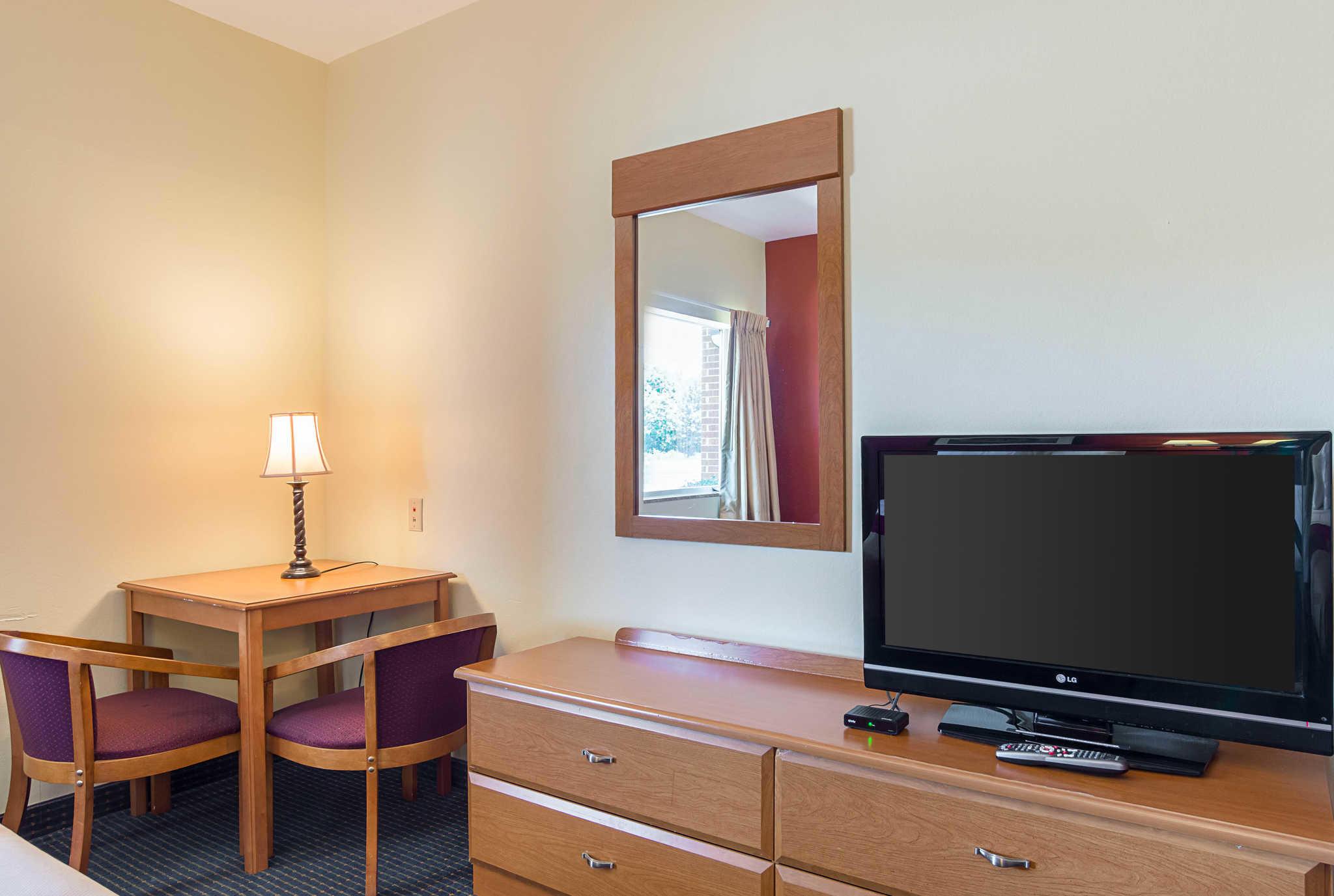 Econo Lodge Inn & Suites Pritchard Road North Little Rock image 11