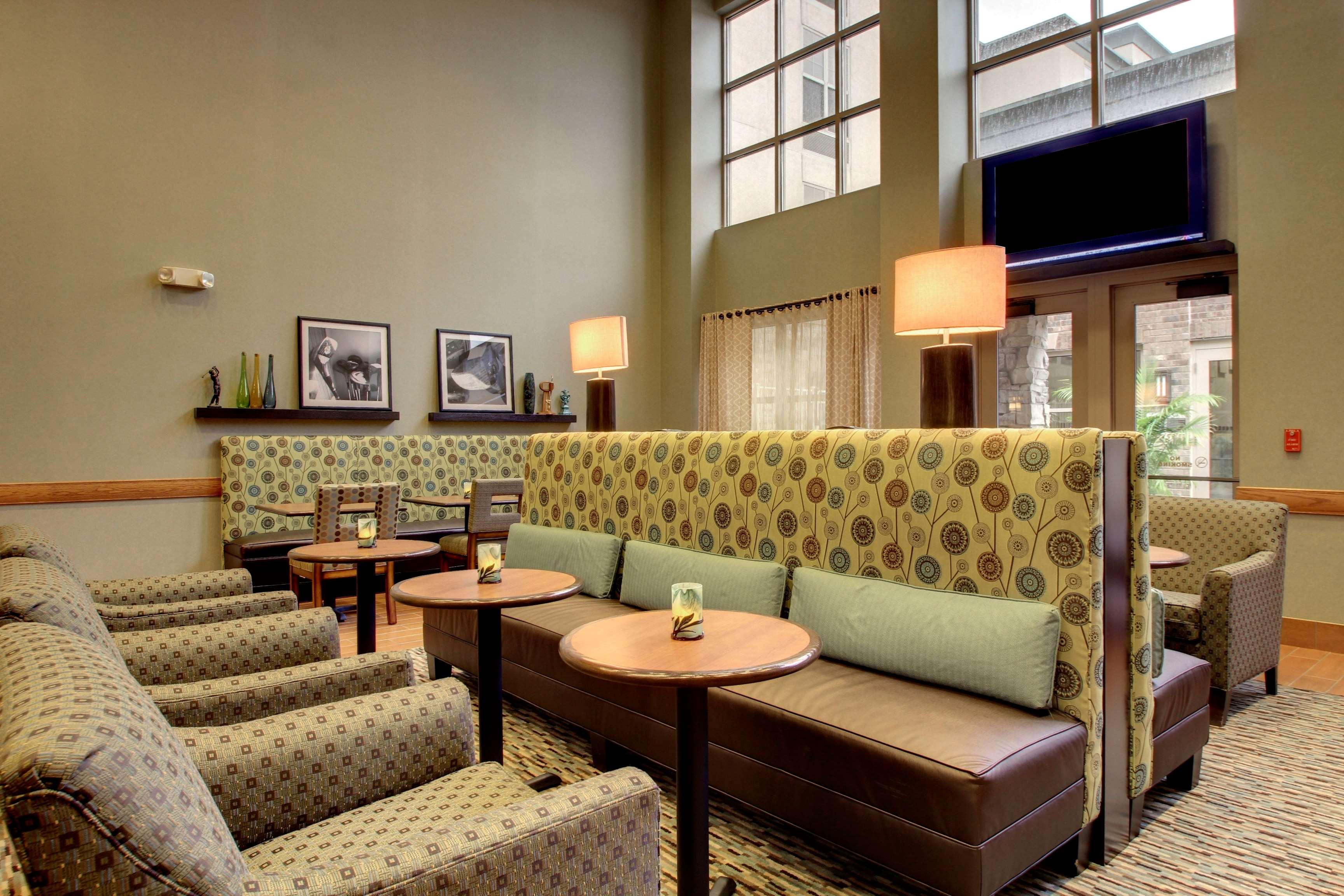Hampton Inn & Suites Chicago/Aurora image 9