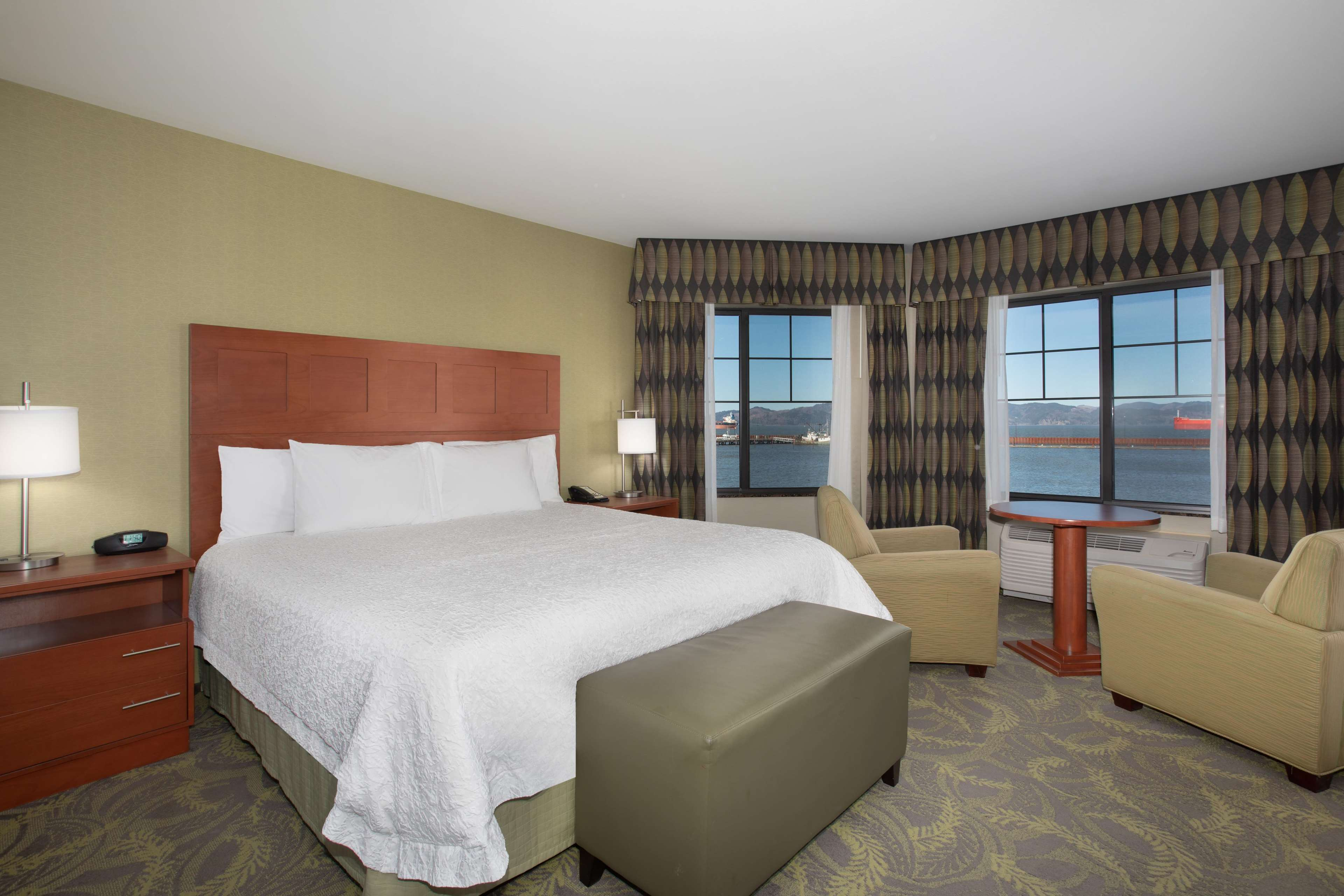 Hampton Inn & Suites Astoria image 65