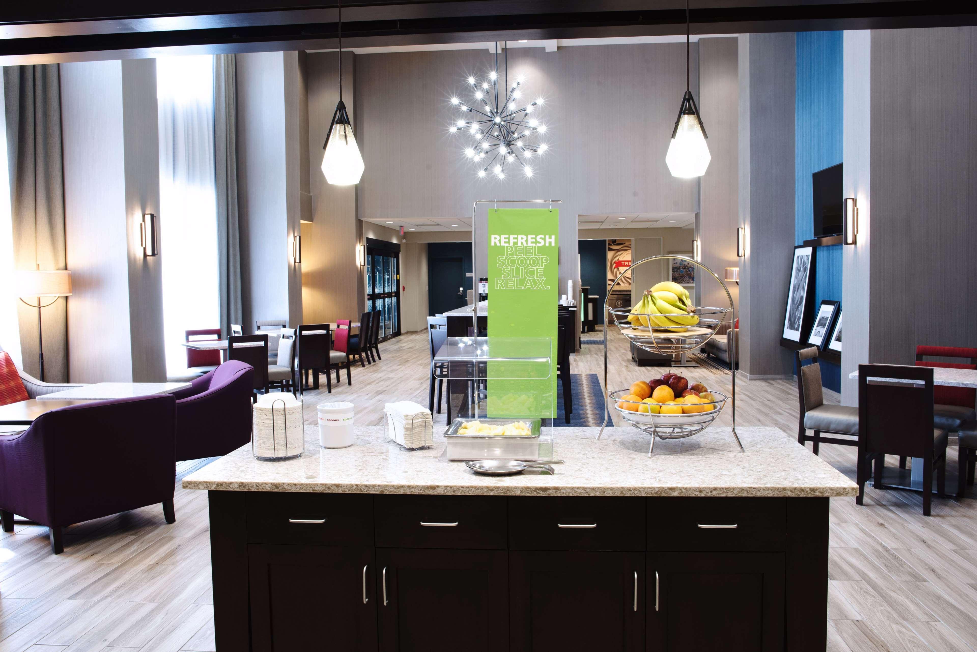 Hampton Inn & Suites Des Moines/Urbandale image 10