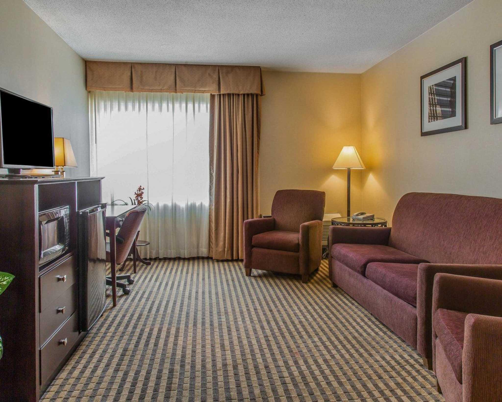 Rodeway Inn & Suites Bradley Airport image 18