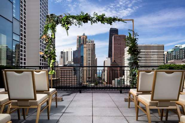 The gwen a luxury collection hotel michigan avenue for Top luxury hotels in chicago