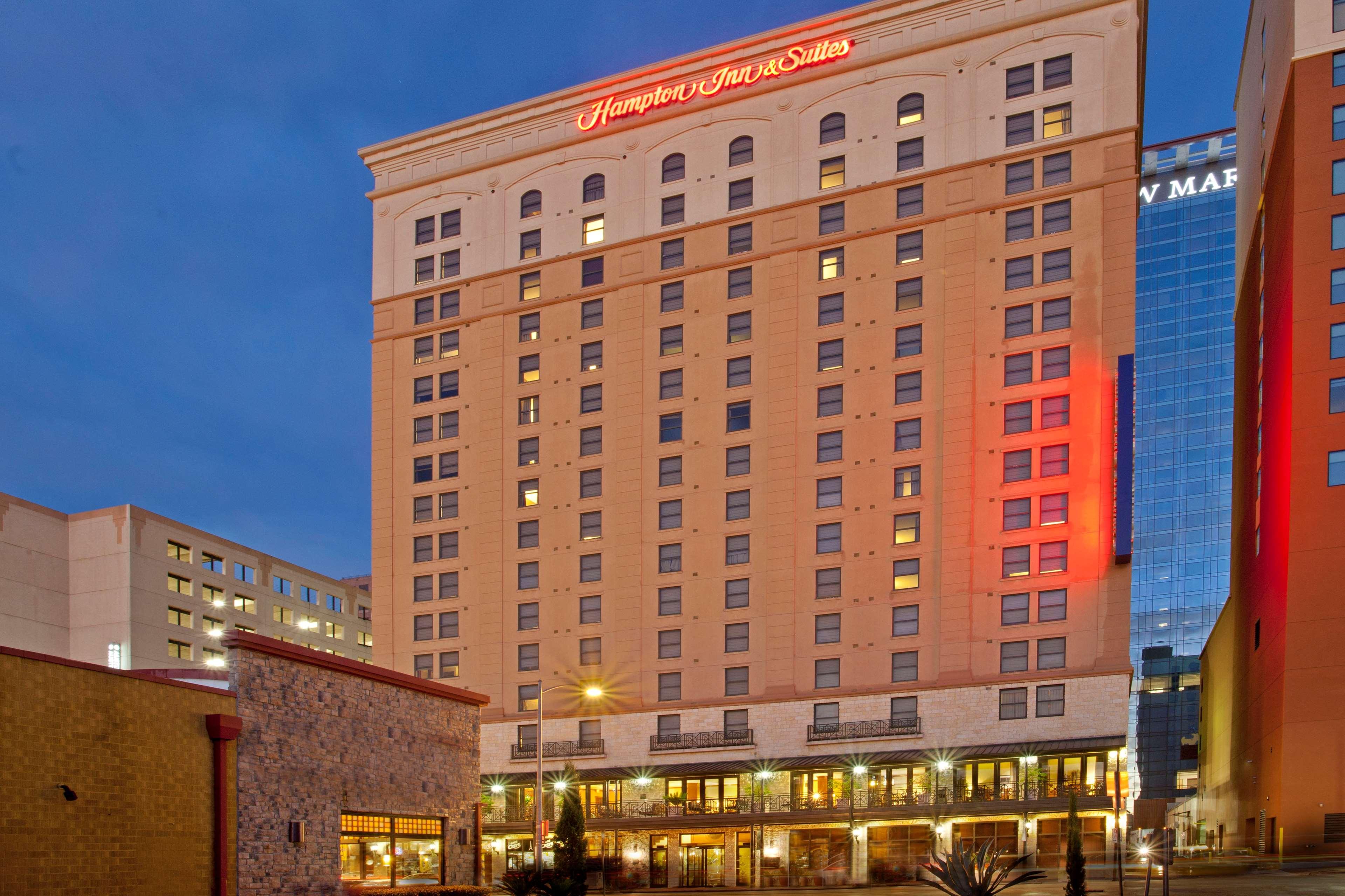 hampton inn suites austin downtown convention center 200. Black Bedroom Furniture Sets. Home Design Ideas