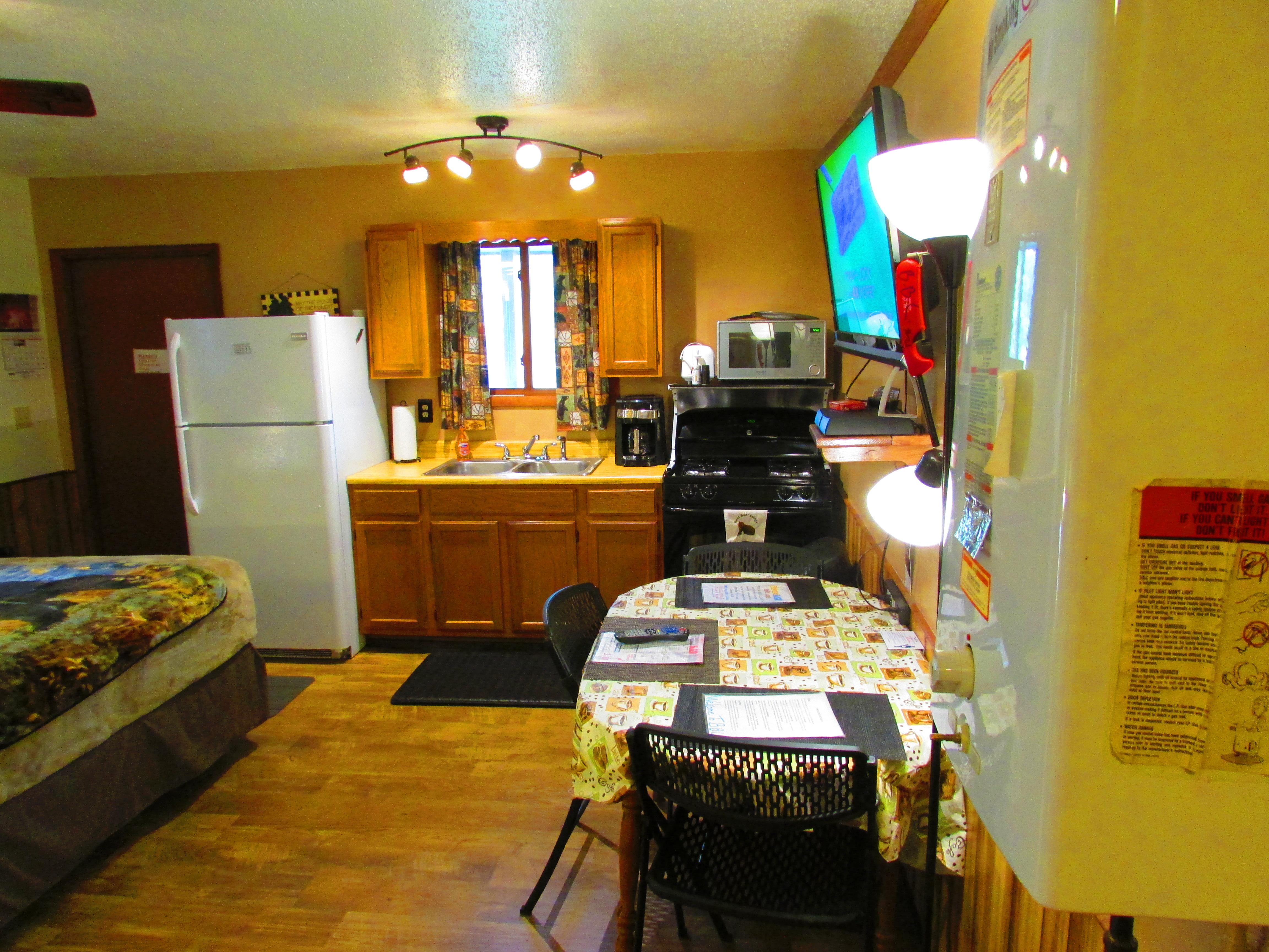 Best Bear Lodge & Campground Baldwin/Irons Area image 2