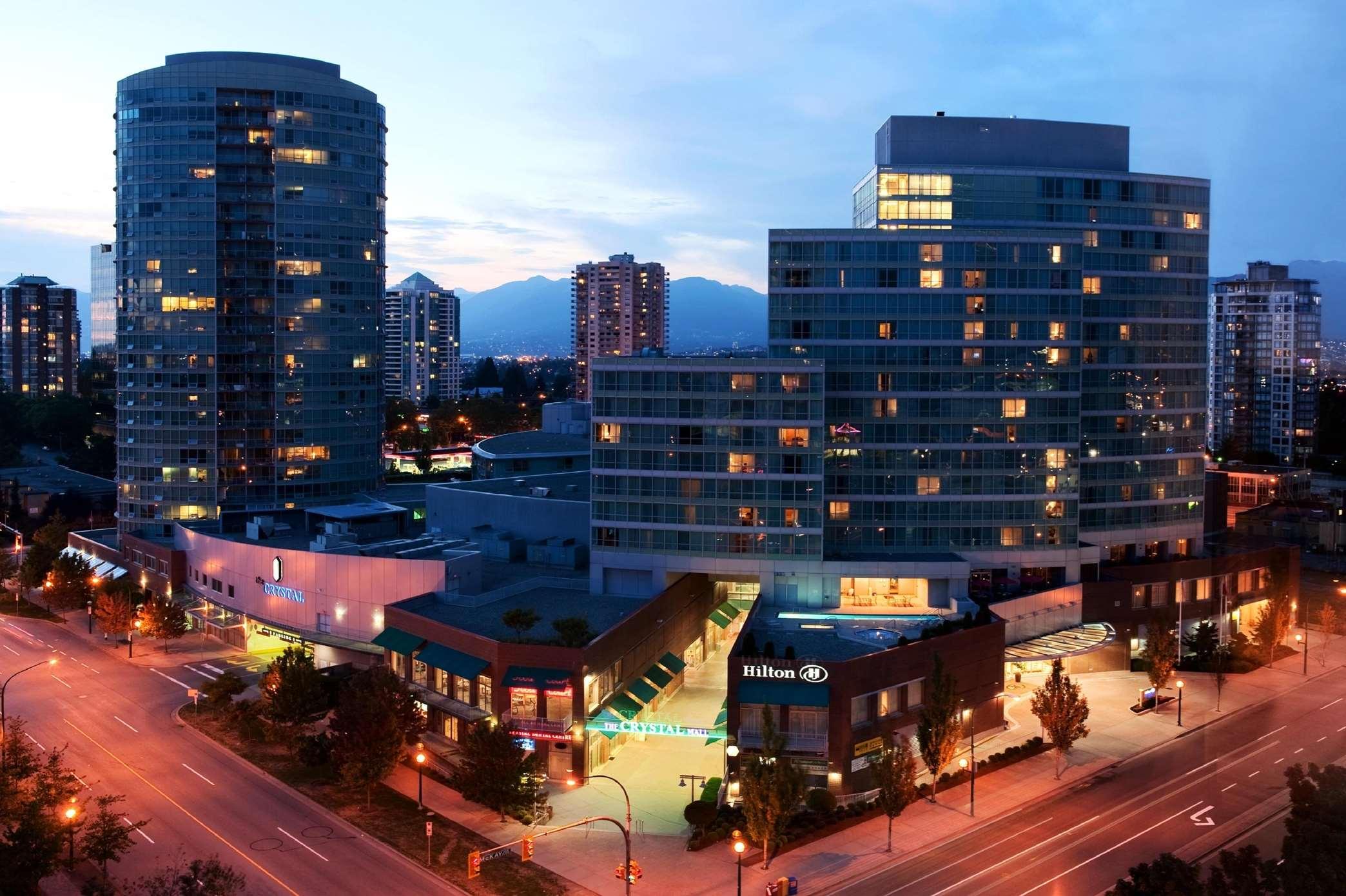 Hilton Vancouver Metrotown in Burnaby: Exterior Night
