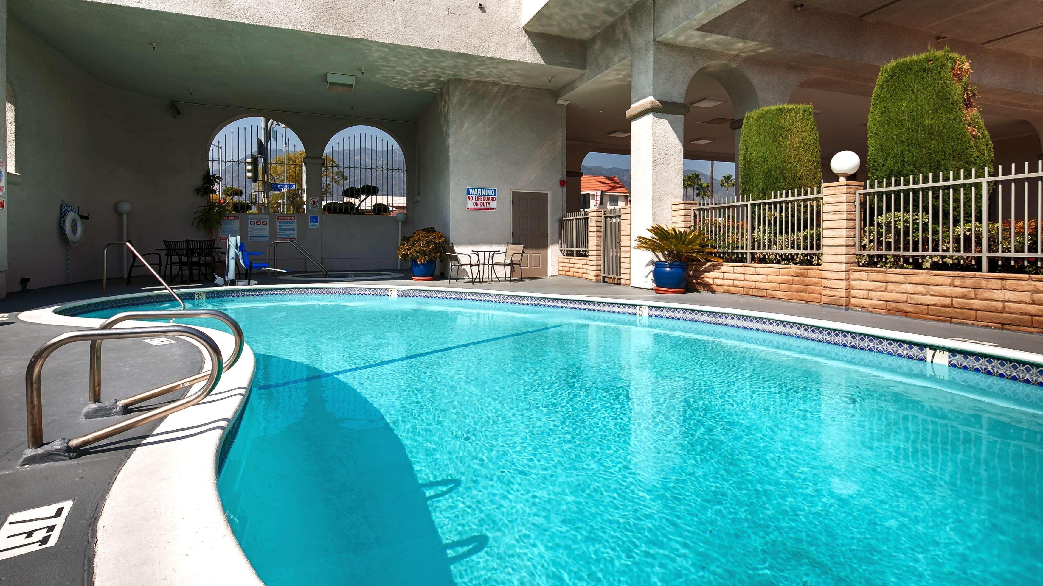 Best Western Pasadena Royale Inn & Suites image 8