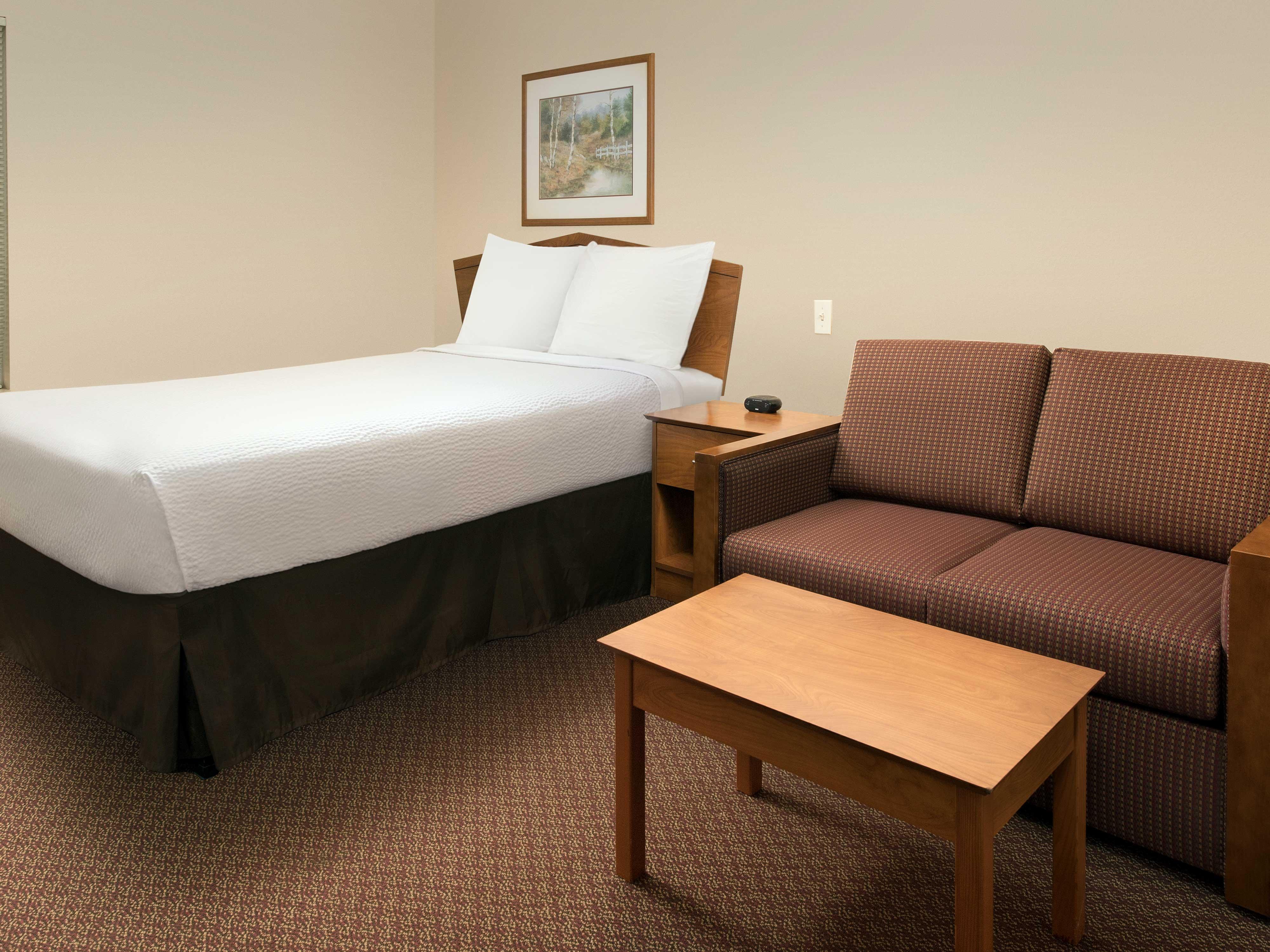 WoodSpring Suites Kansas City Lenexa image 18