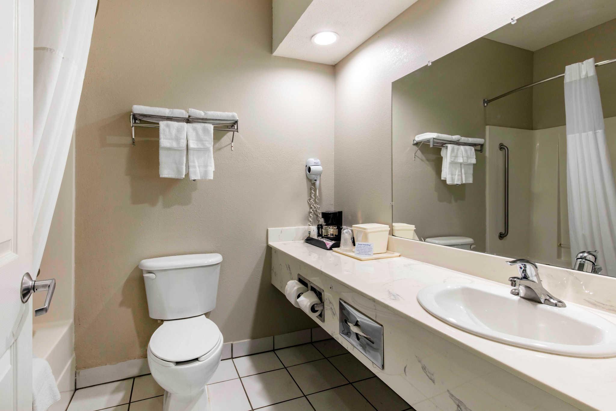 Quality Inn & Suites Jackson Int'l Airport image 23