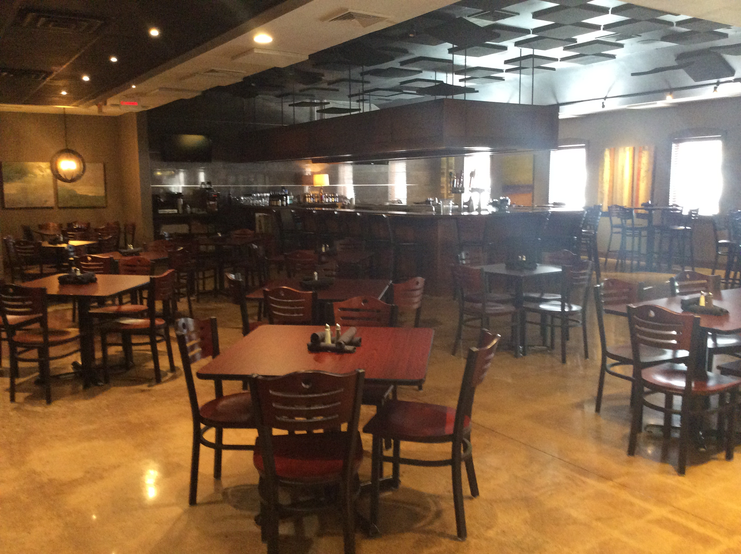 Ray's Wine Spirits Grill image 2