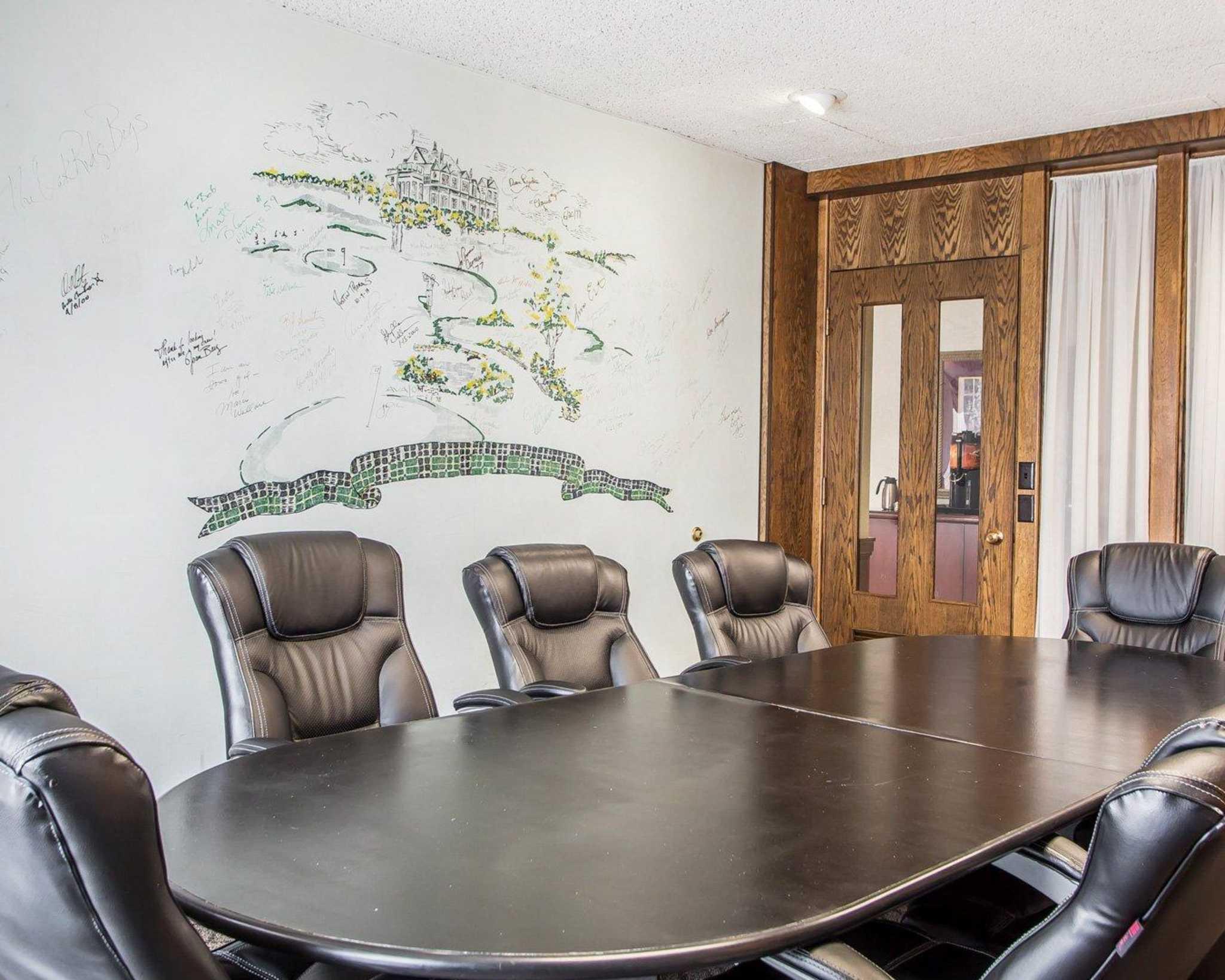Clarion Hotel Highlander Conference Center image 17