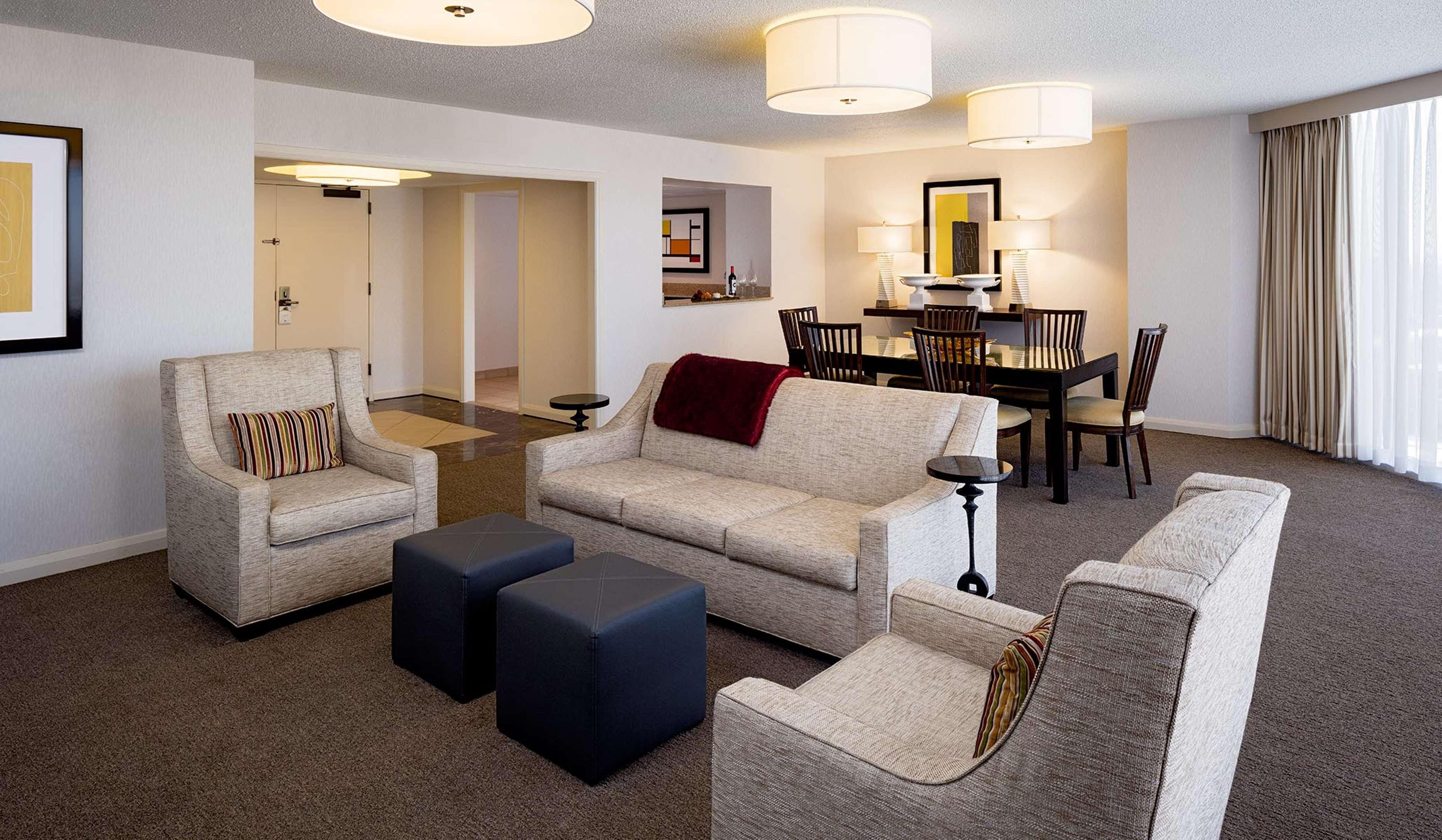 DoubleTree by Hilton Hotel Houston - Greenway Plaza image 18