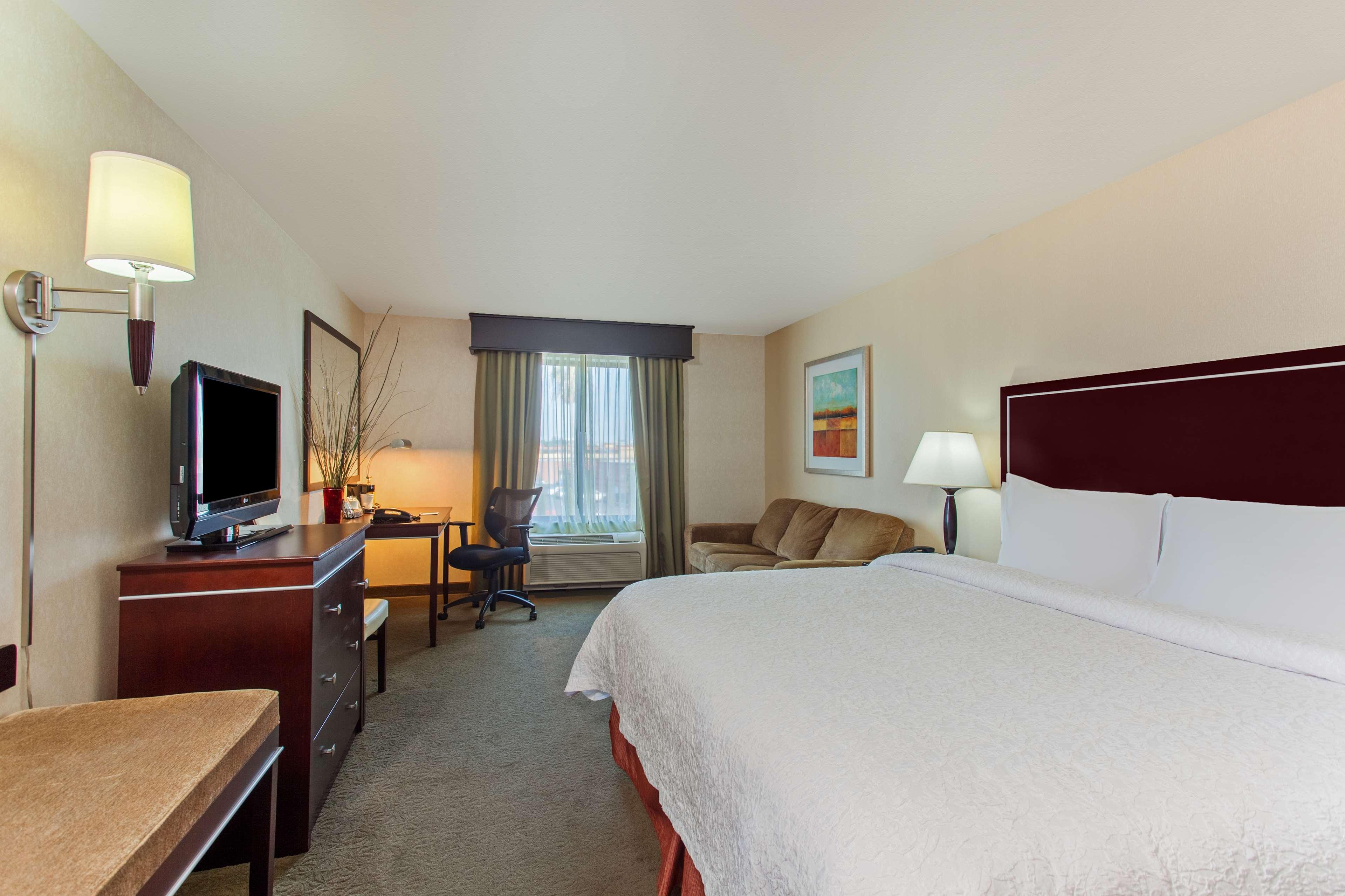 Hampton Inn & Suites Roseville image 11