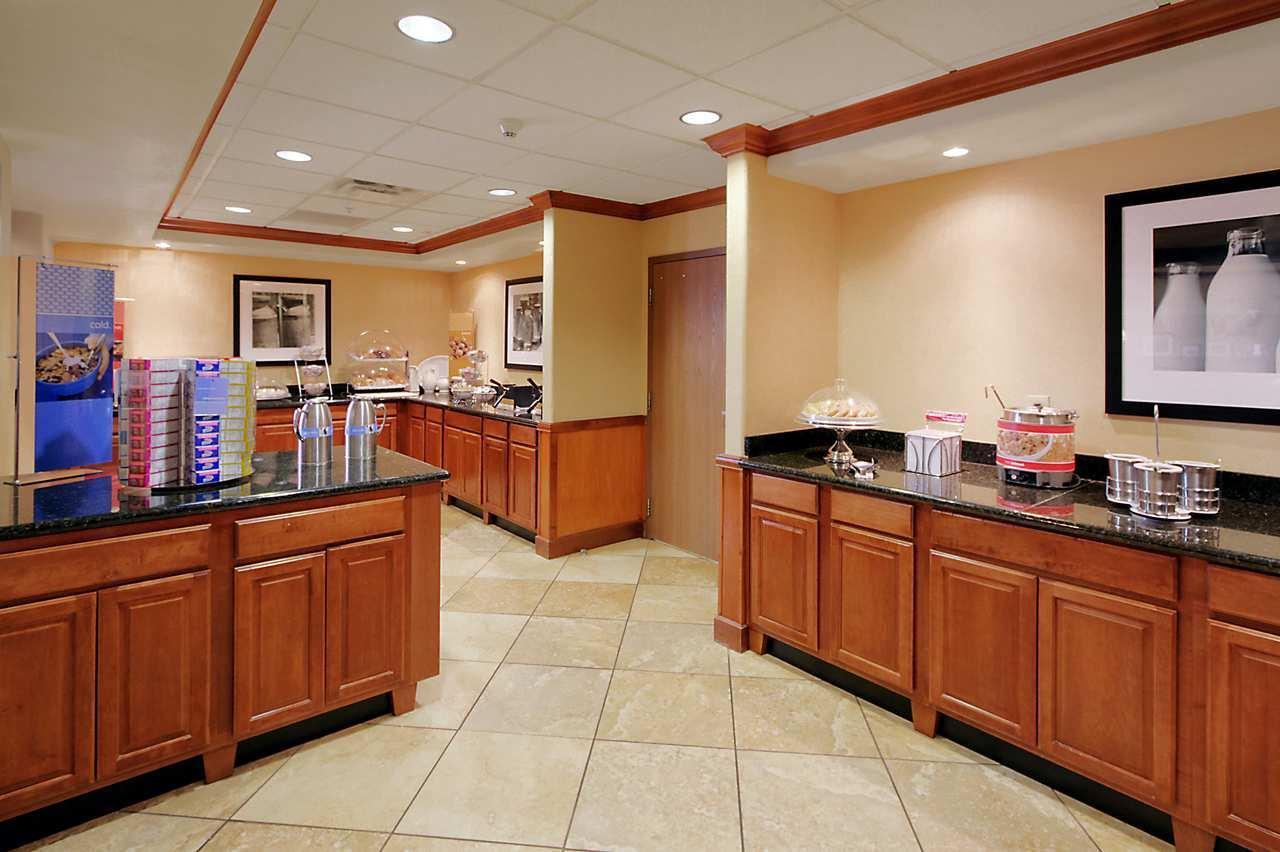 Hampton Inn & Suites Yuma image 11