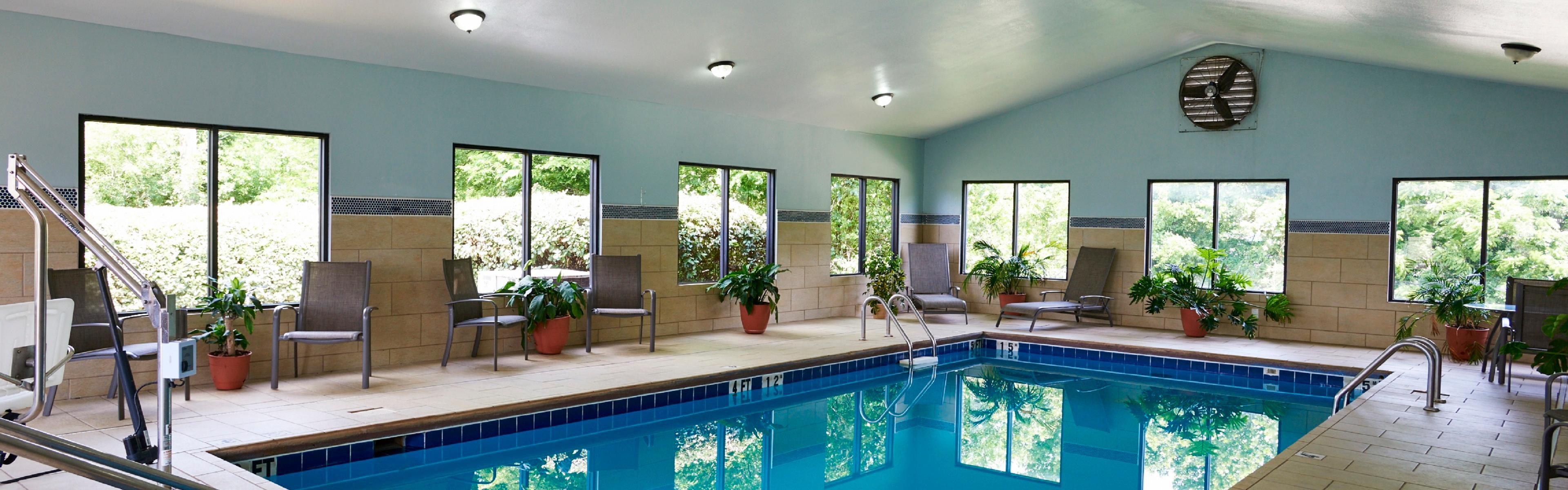 Holiday Inn Express & Suites Birmingham South - Pelham image 2