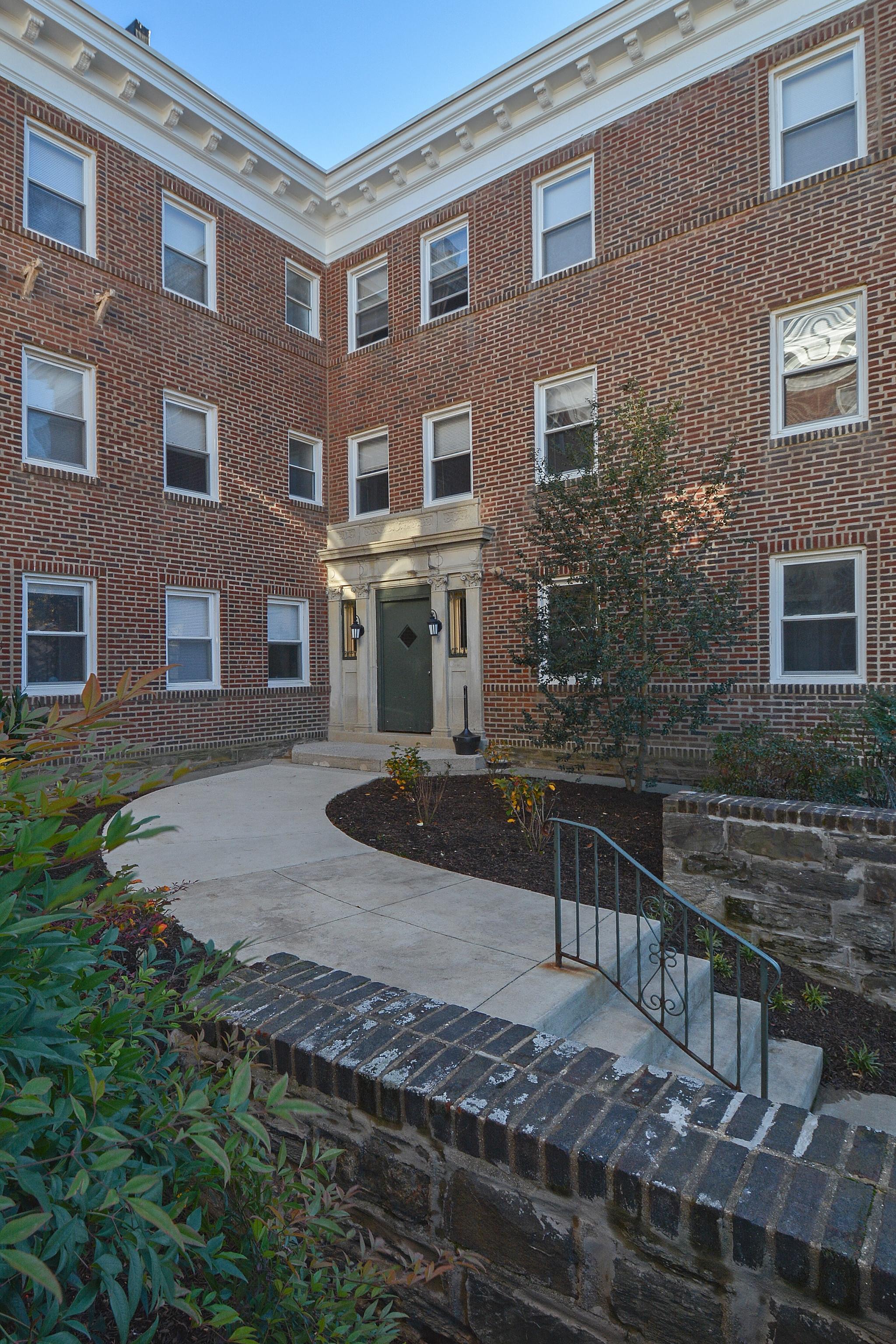 Suburban Court Apartments image 3