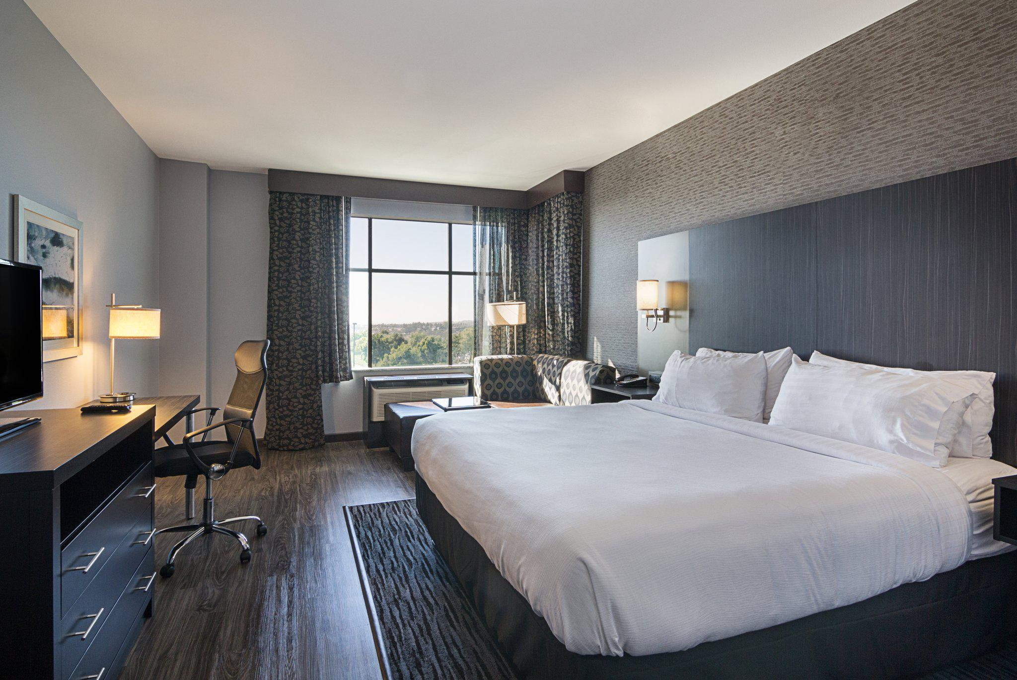 Holiday Inn & Suites Silicon Valley - Milpitas, an IHG Hotel