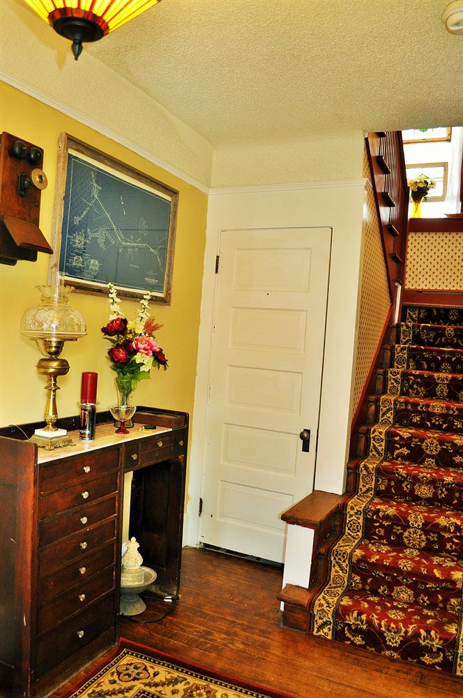Victorian Inn and Carriage House image 4