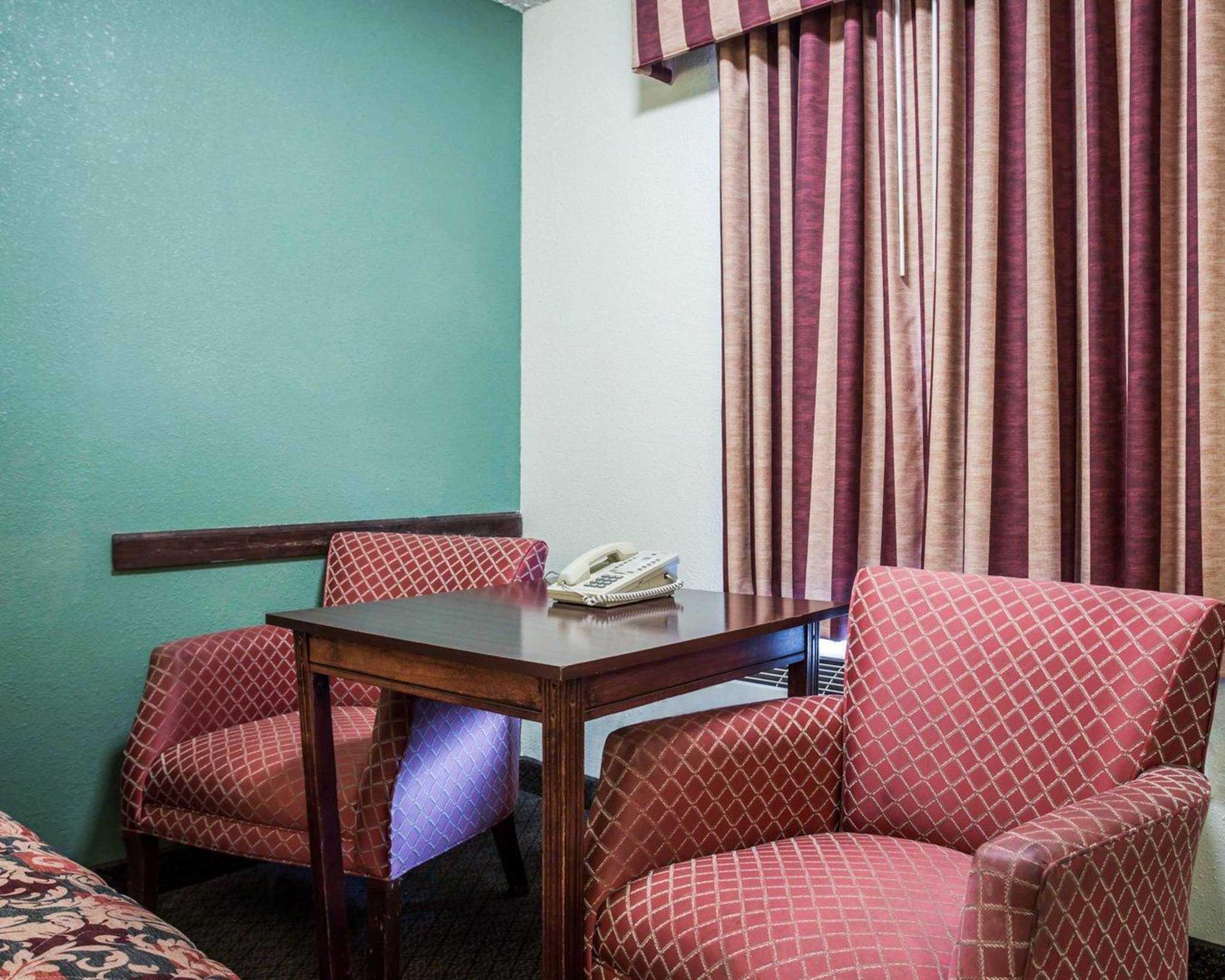 Econo Lodge & Suites Lake Norman image 3