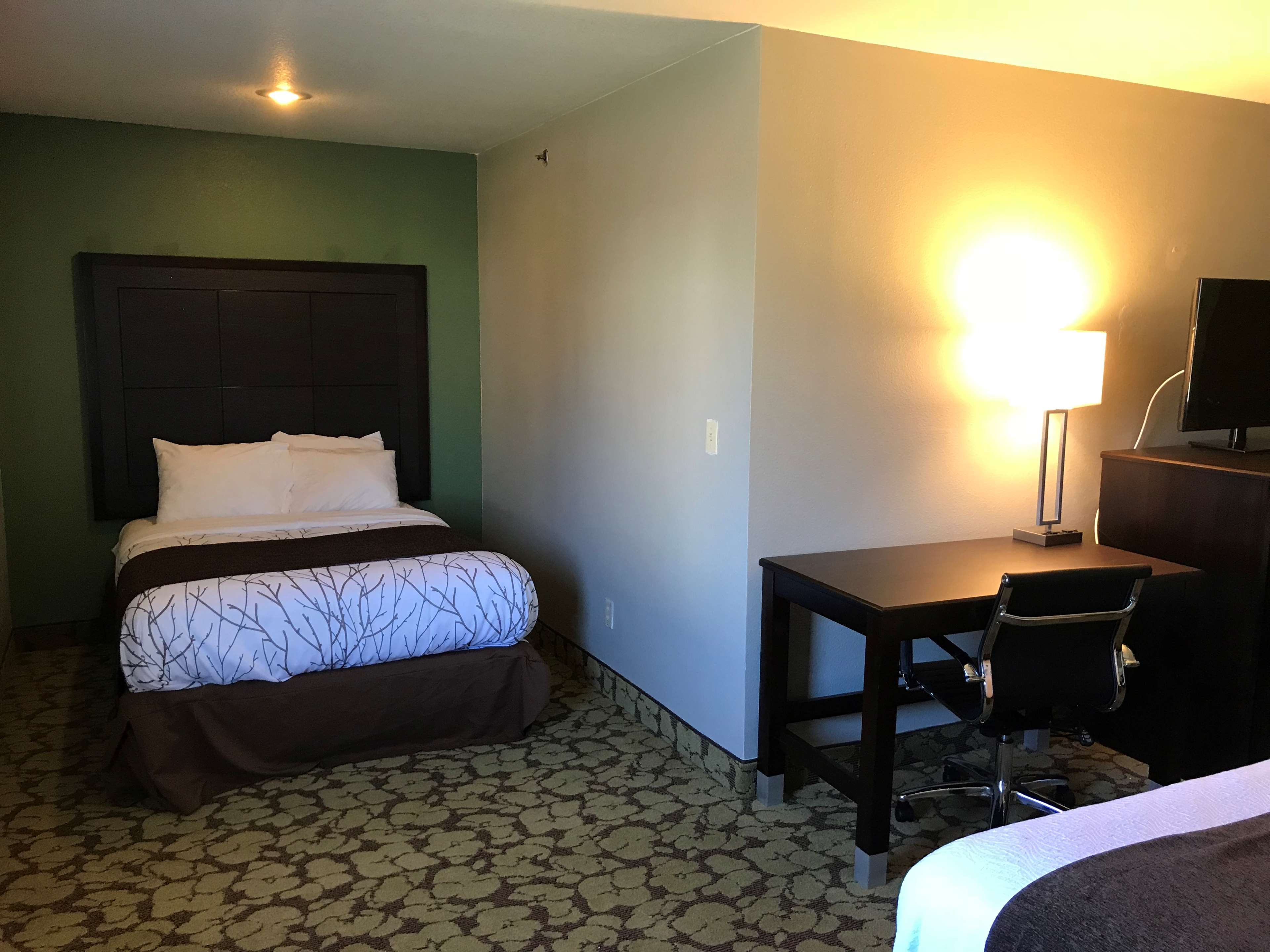 SureStay Plus Hotel by Best Western Bettendorf image 29