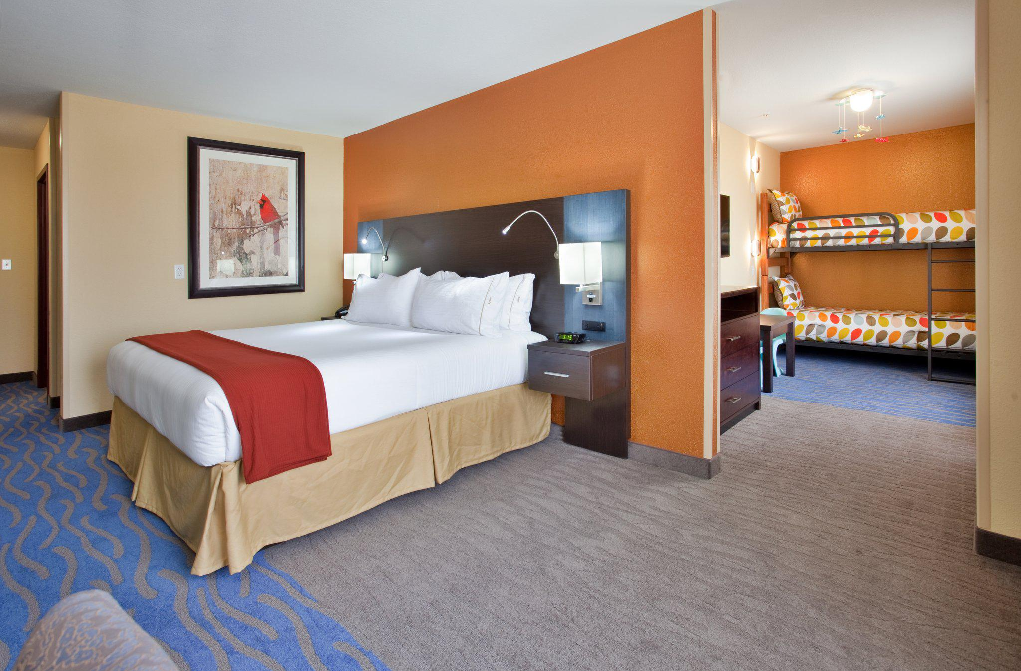 Holiday Inn Express & Suites St Louis Airport, an IHG Hotel