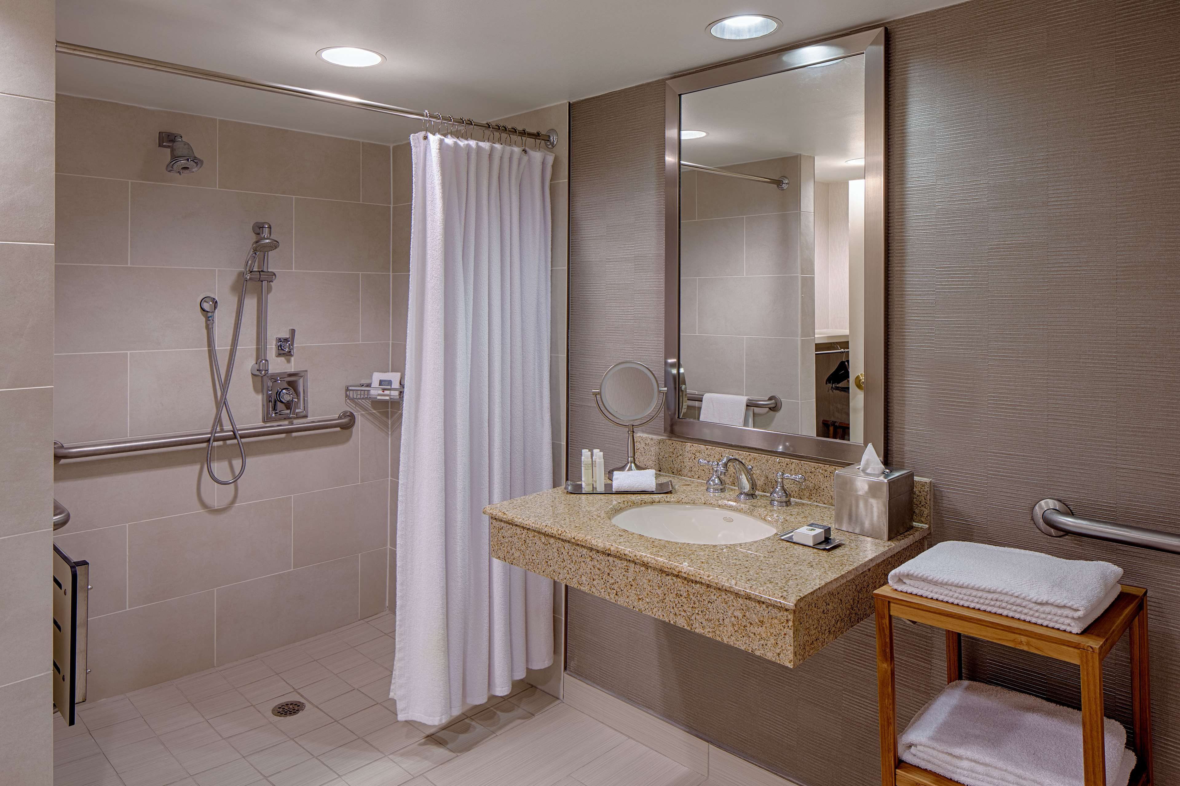 DoubleTree by Hilton Hotel Houston - Greenway Plaza image 21