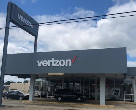 Verizon Authorized Retailer – Cellular Sales Photo