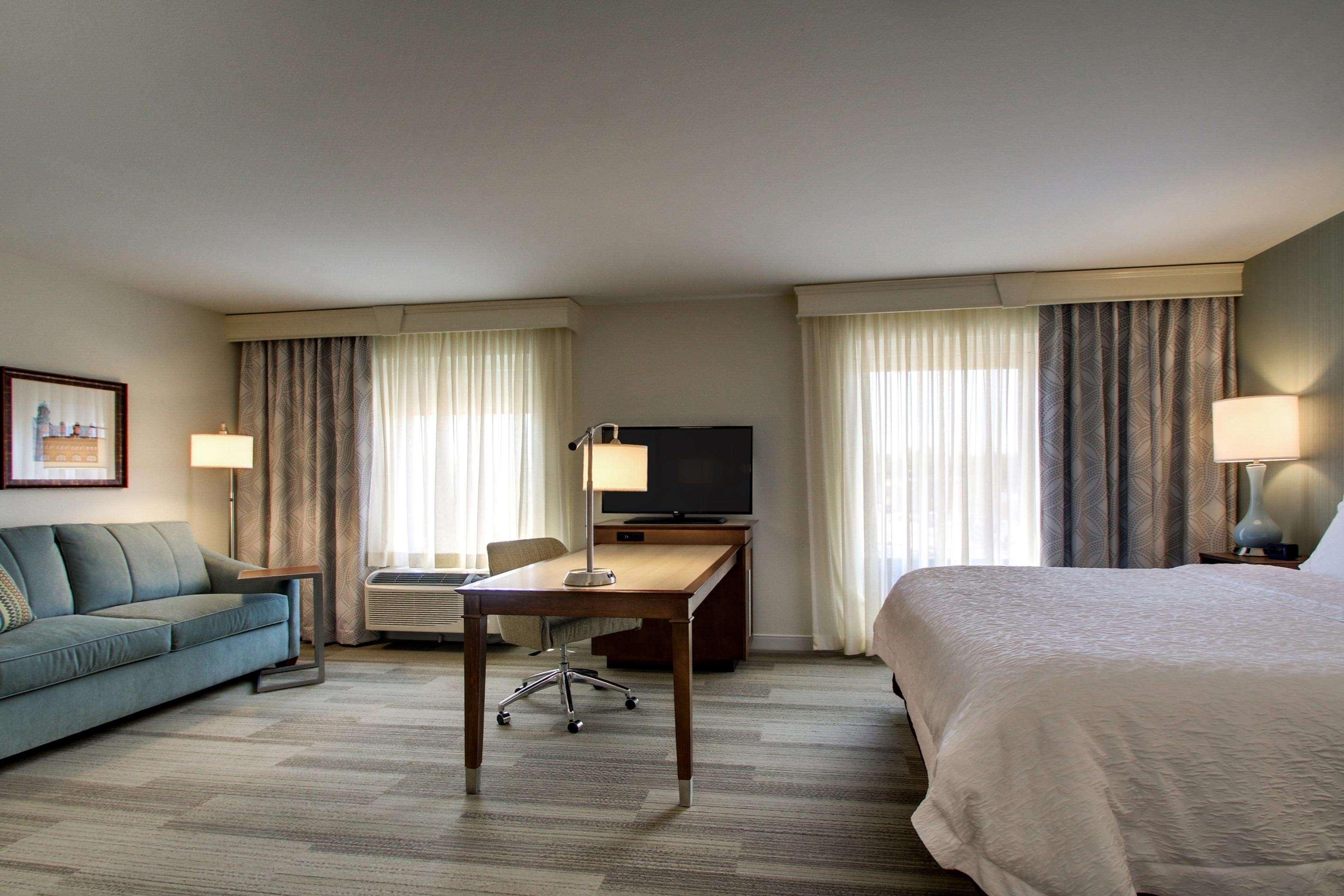 Hampton Inn & Suites Milwaukee West image 6