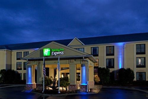 Holiday Inn Express & Suites Charlotte Arpt-Belmont image 0
