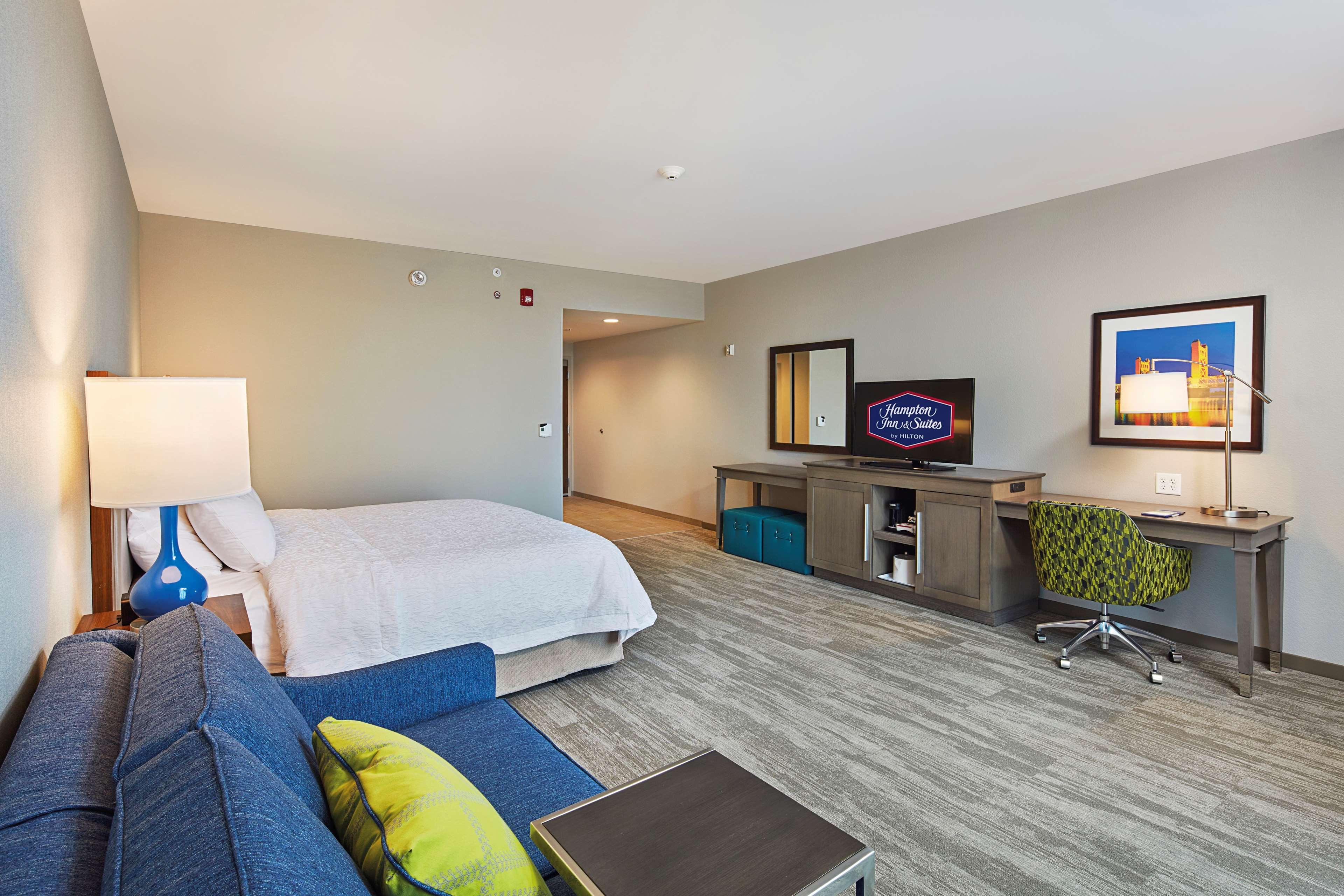 Hampton Inn & Suites Sacramento at CSUS image 29
