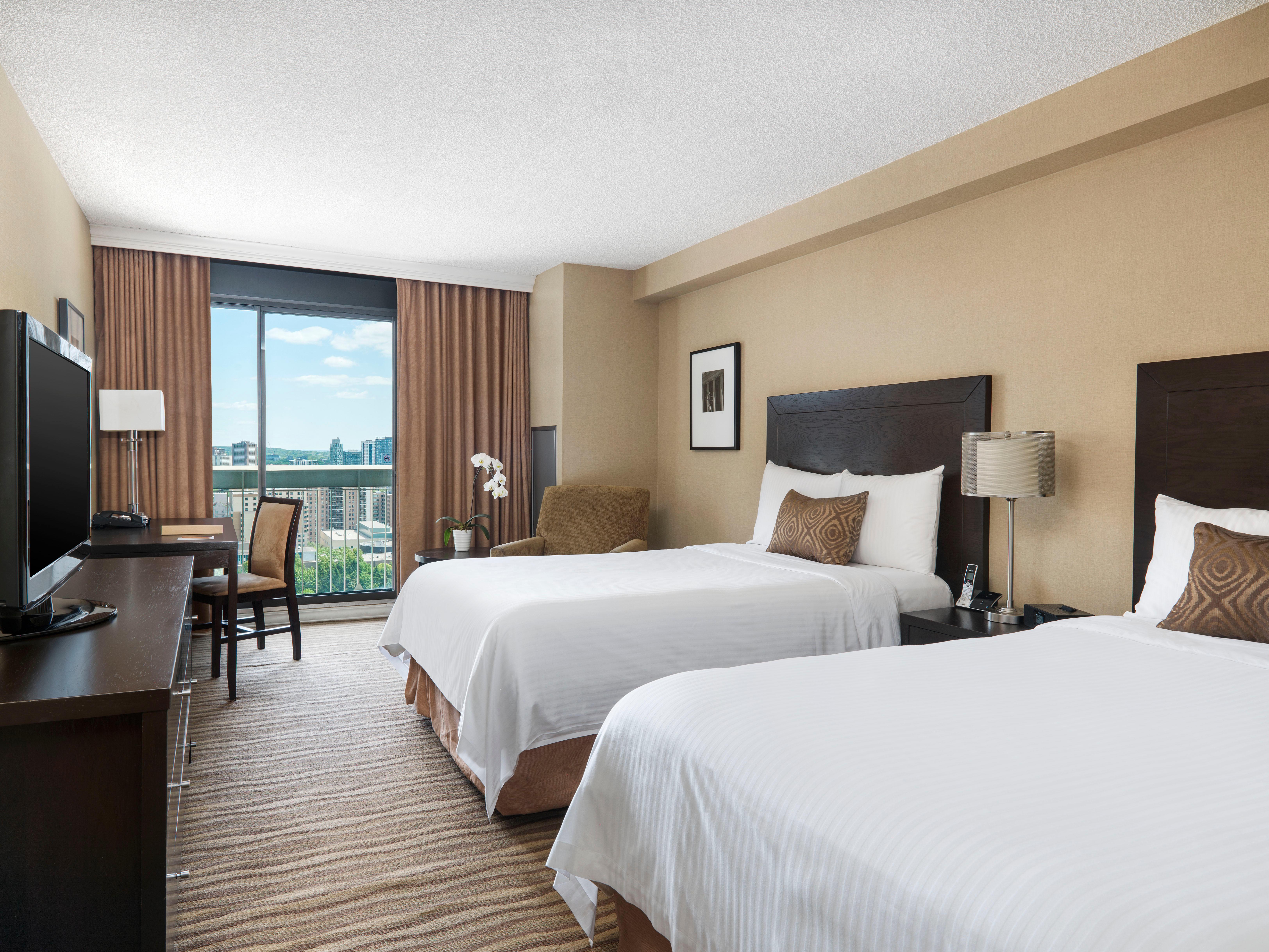 CHELSEA HOTEL, TORONTO in Toronto: Deluxe Double Room