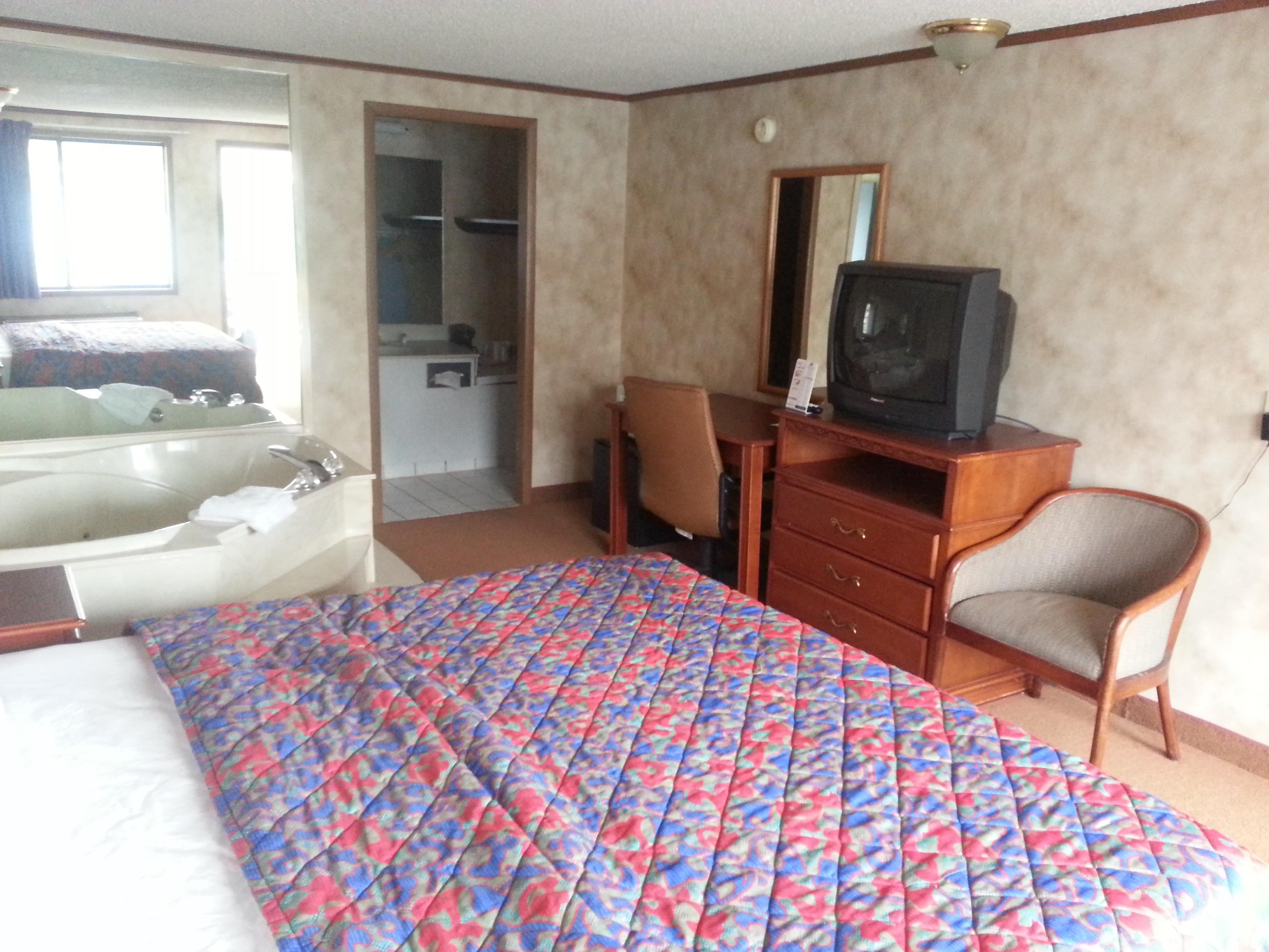 Americas Best Value Inn & Suites Monroe image 6