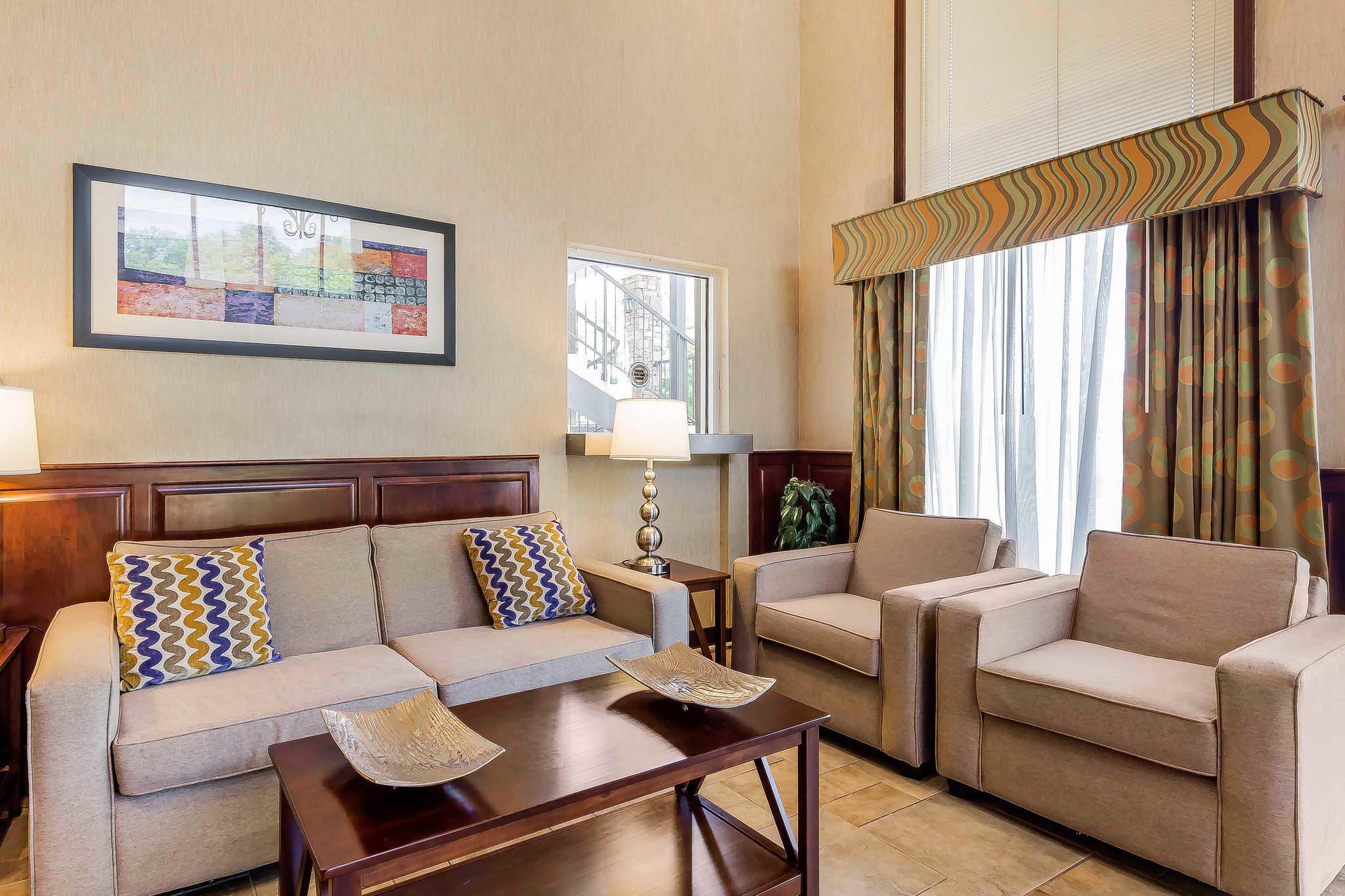 Quality Inn & Suites River Suites image 3